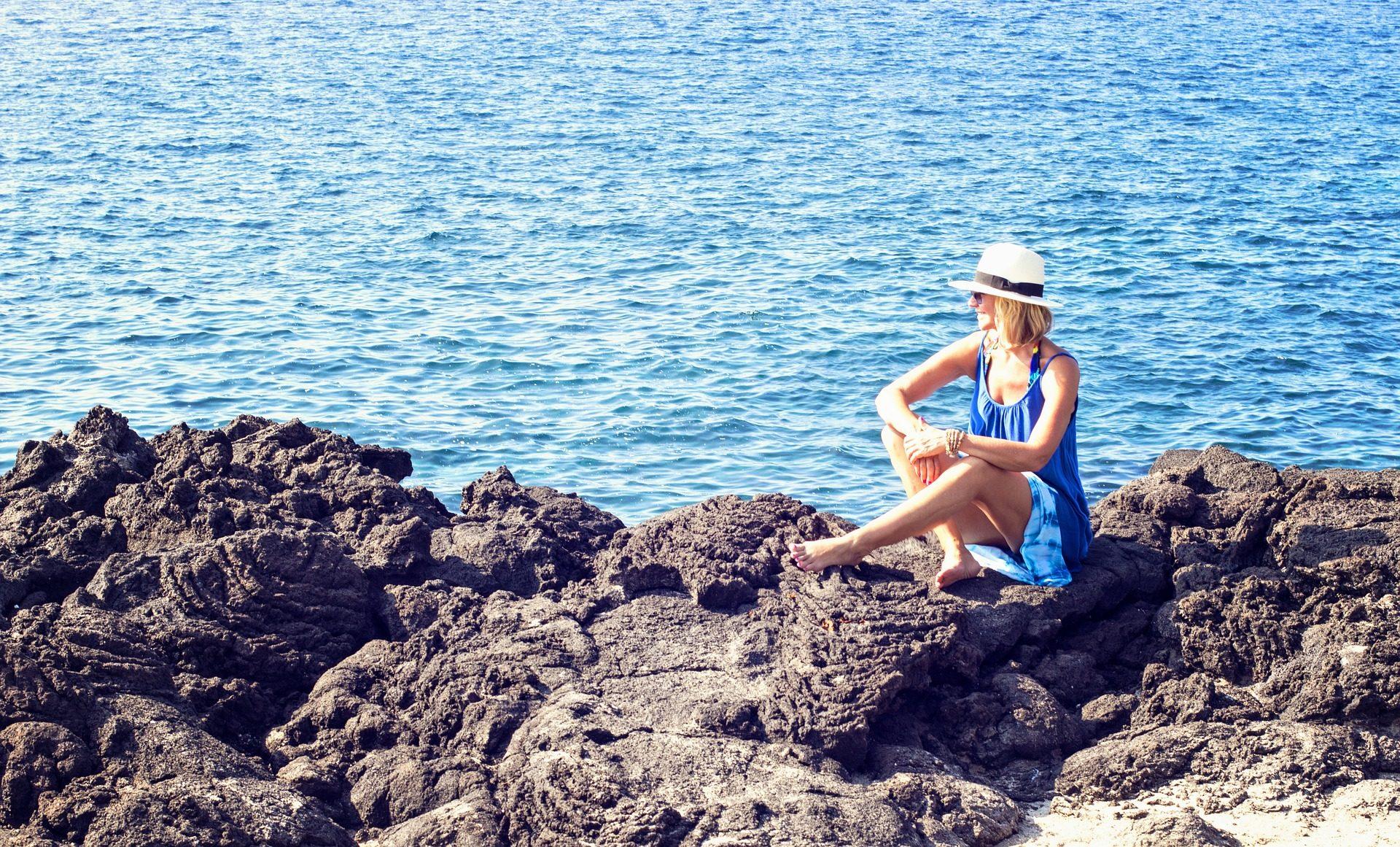 امرأة, الأحجار, الشاطئ, كاسر, البحر, المياه - خلفيات عالية الدقة - أستاذ falken.com