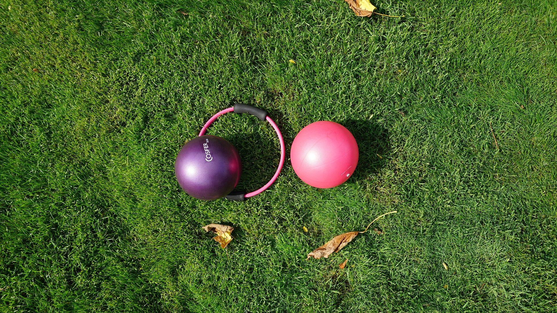 pelotas, palle, Pilates, anello, prato, all'aria aperta, esercizio - Sfondi HD - Professor-falken.com