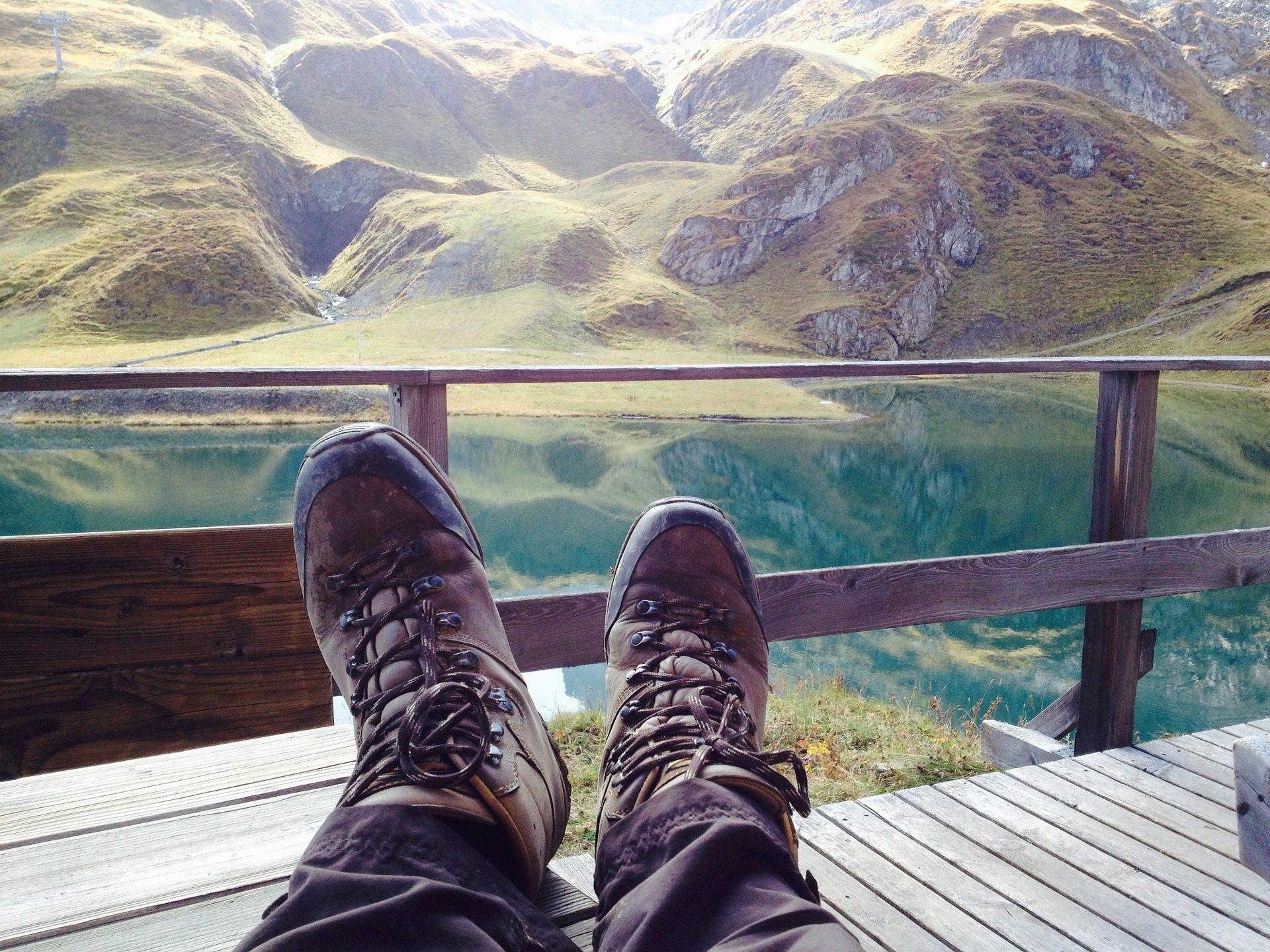 双脚, 靴子, 休息, 景观, Montañas, 湖, 放松 - 高清壁纸 - 教授-falken.com