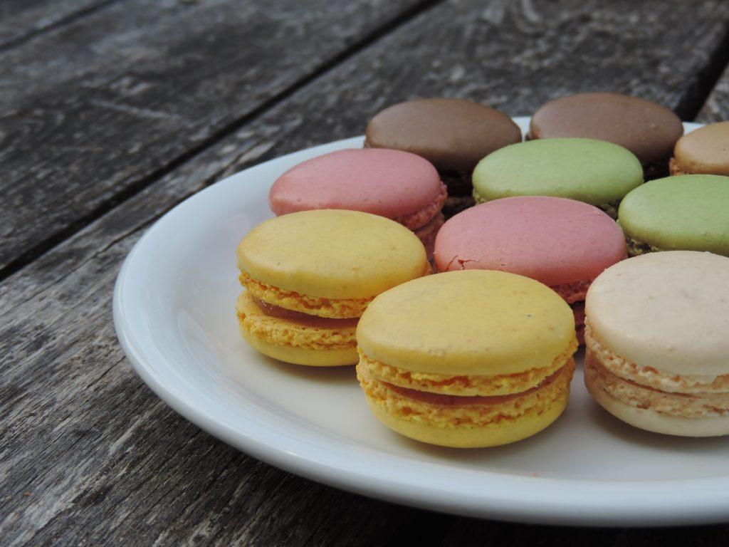 maracones, 甜, 甜点, 多彩, 一道菜, 表, 木材, 1705161952