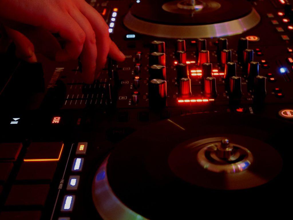 Tabelle, Gemische, DJ, Scheiben, Schaltflächen, Equalizer, 1705142326