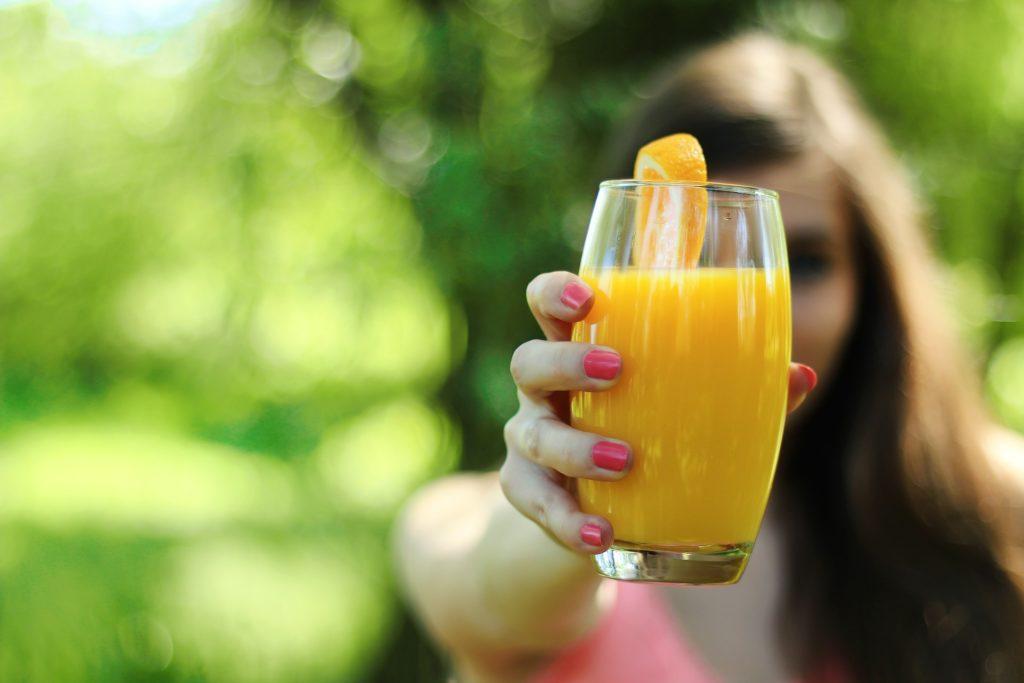 mujer, mano, uñas, zumo, naranja, vaso, cristal, 1705232012