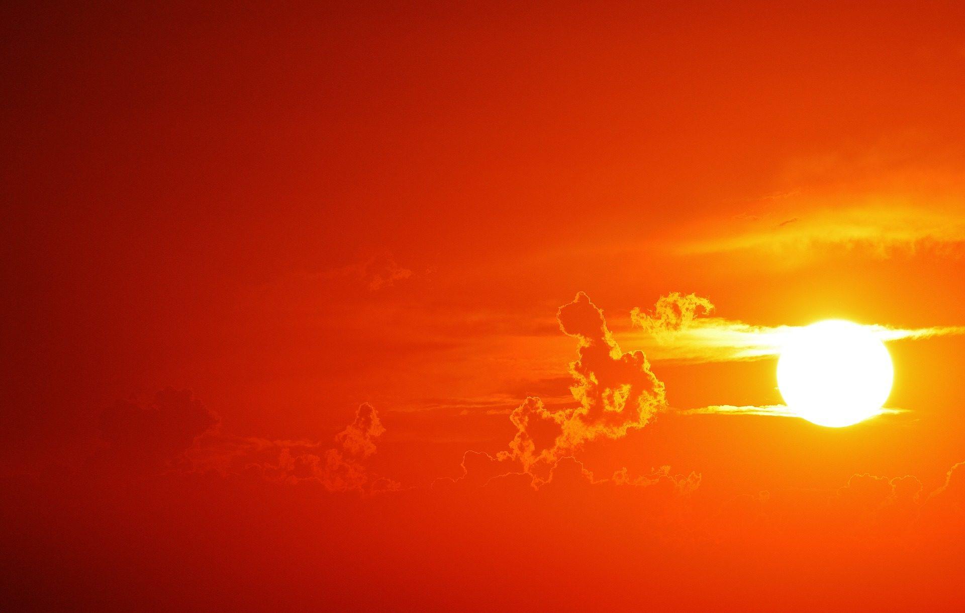 Fondo de pantalla de sol nubes atardecer cielo for Fondo del sol