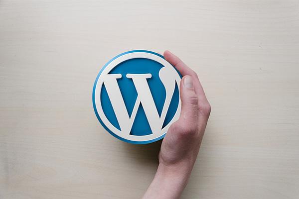 Come nascondere la barra degli strumenti di amministrazione di WordPress per vedere il tuo sito web