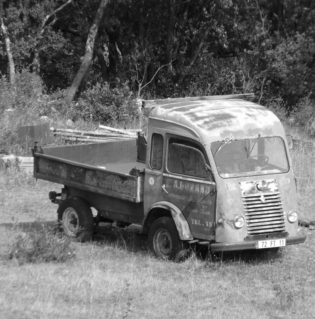 furgoneta, antigua, vieja, vintage, averiada, abandonada, en blanco y negro, 1706041836