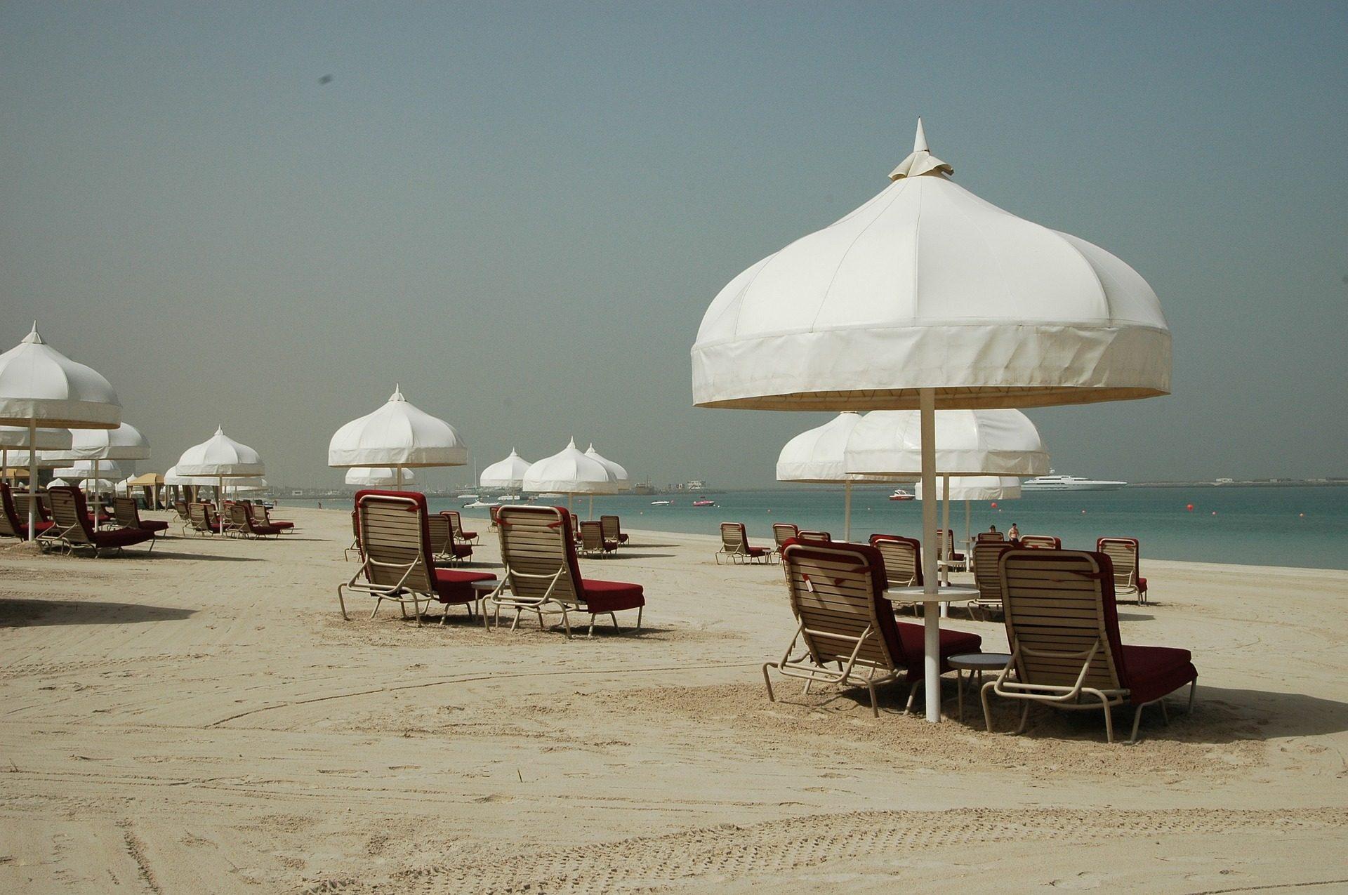 Fondo de pantalla de playa hamacas sombrillas parasoles - Hamacas de playa ...
