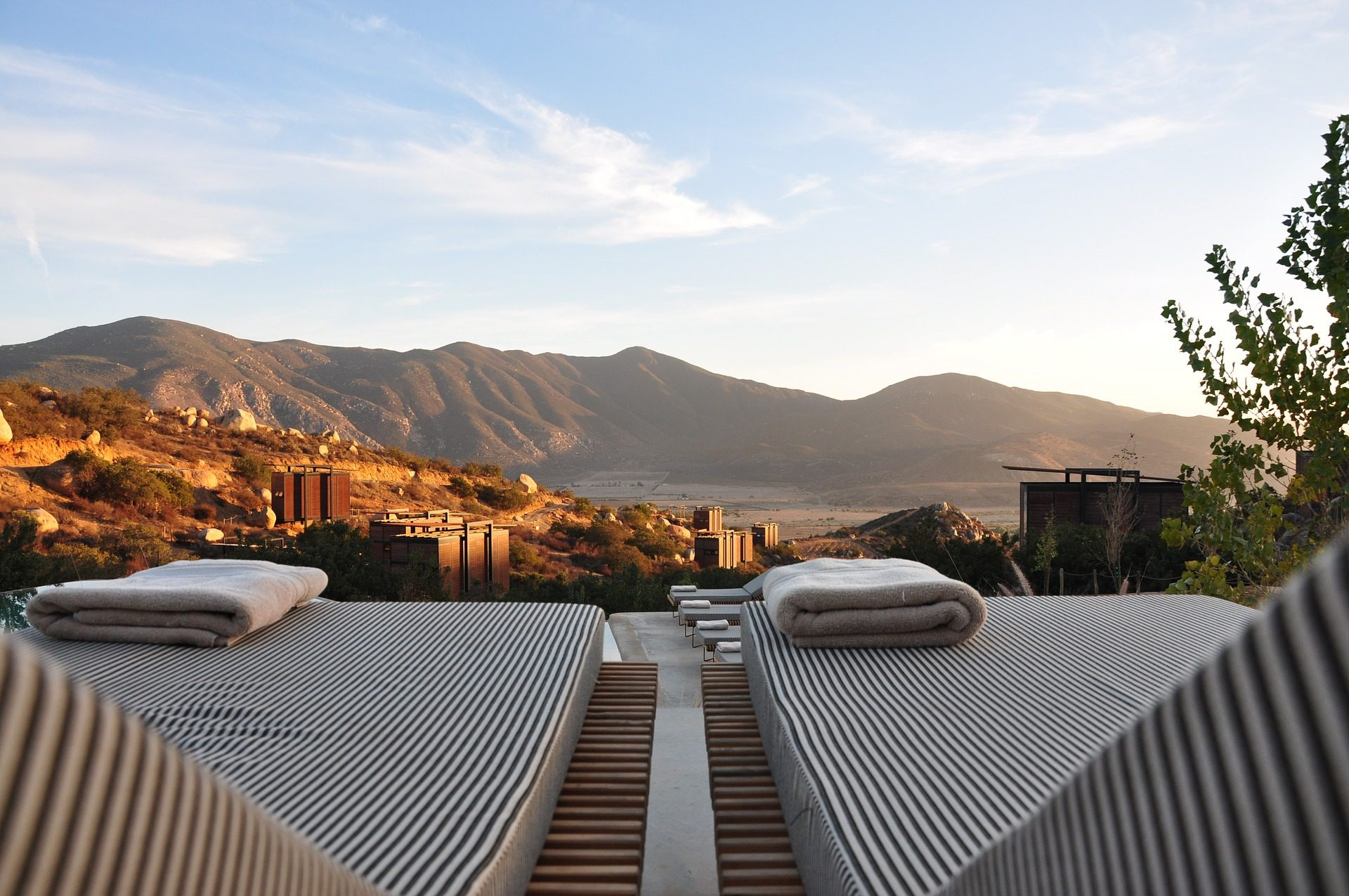 reste, se détendre, chaises longues, serviettes de bain, paysage, montagnes - Fonds d'écran HD - Professor-falken.com