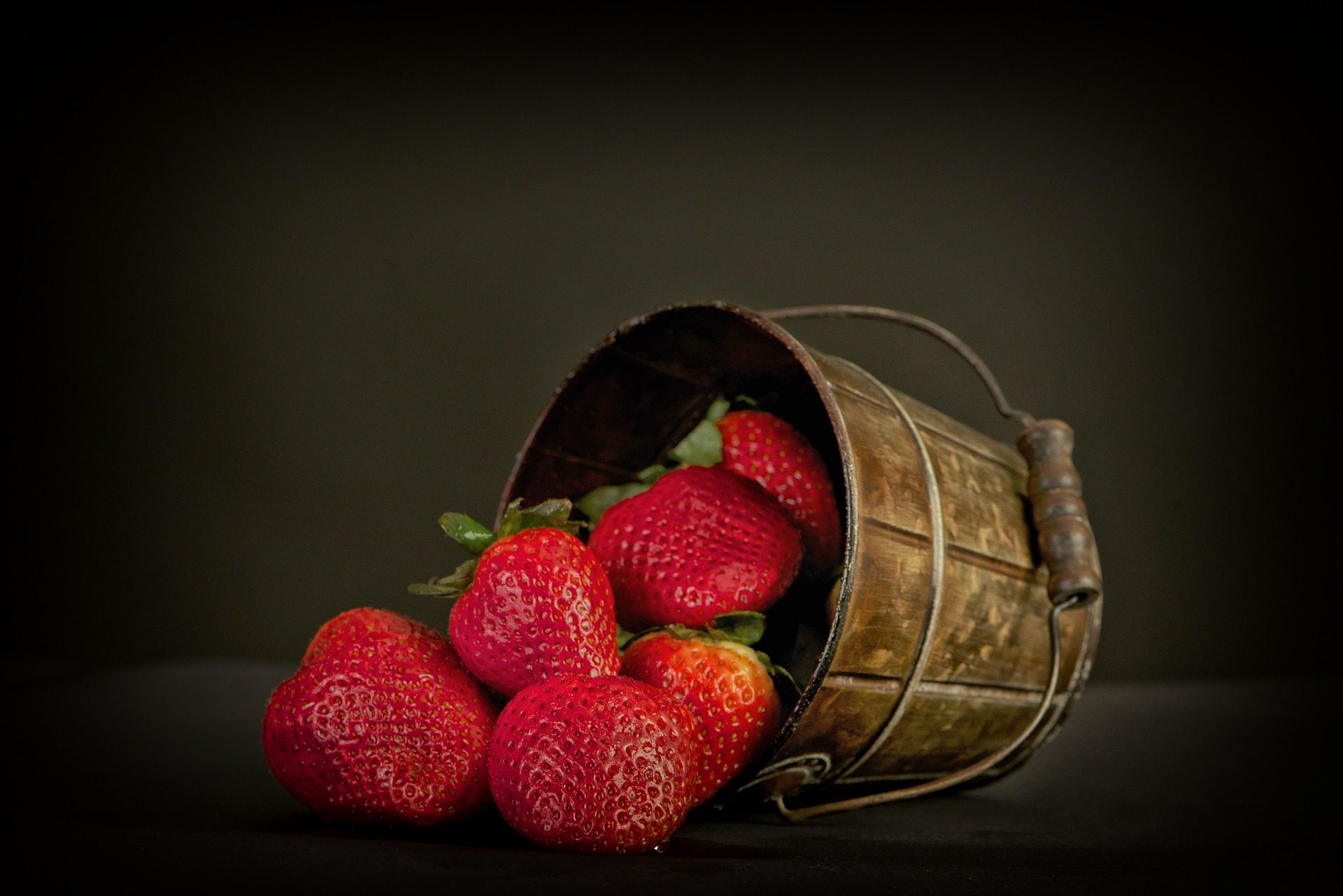 fresas, fruta, cesto, cubo, rojas, brillo - Fondos de Pantalla HD - professor-falken.com