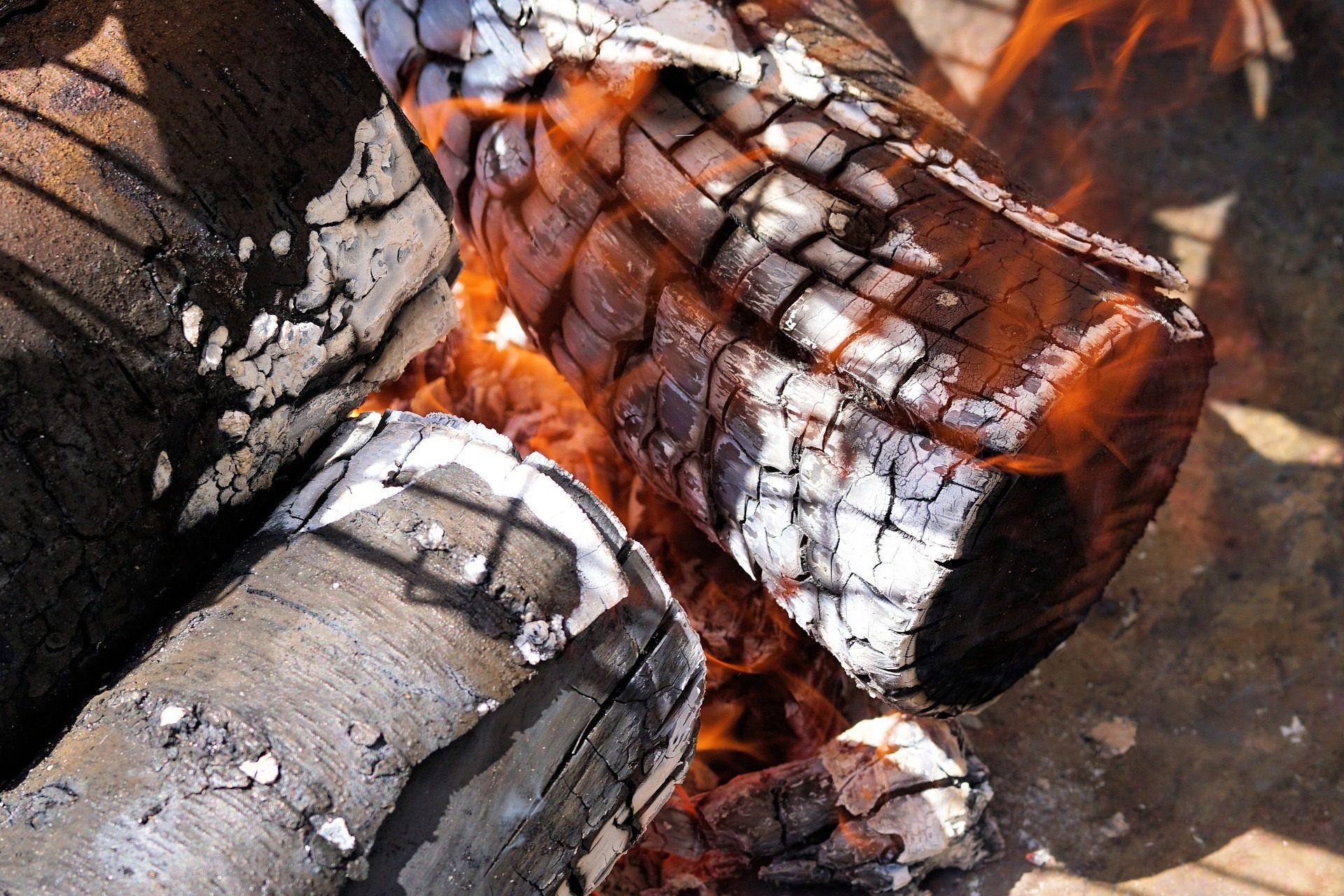 feu, braises, charbon, feu de joie, flammes - Fonds d'écran HD - Professor-falken.com