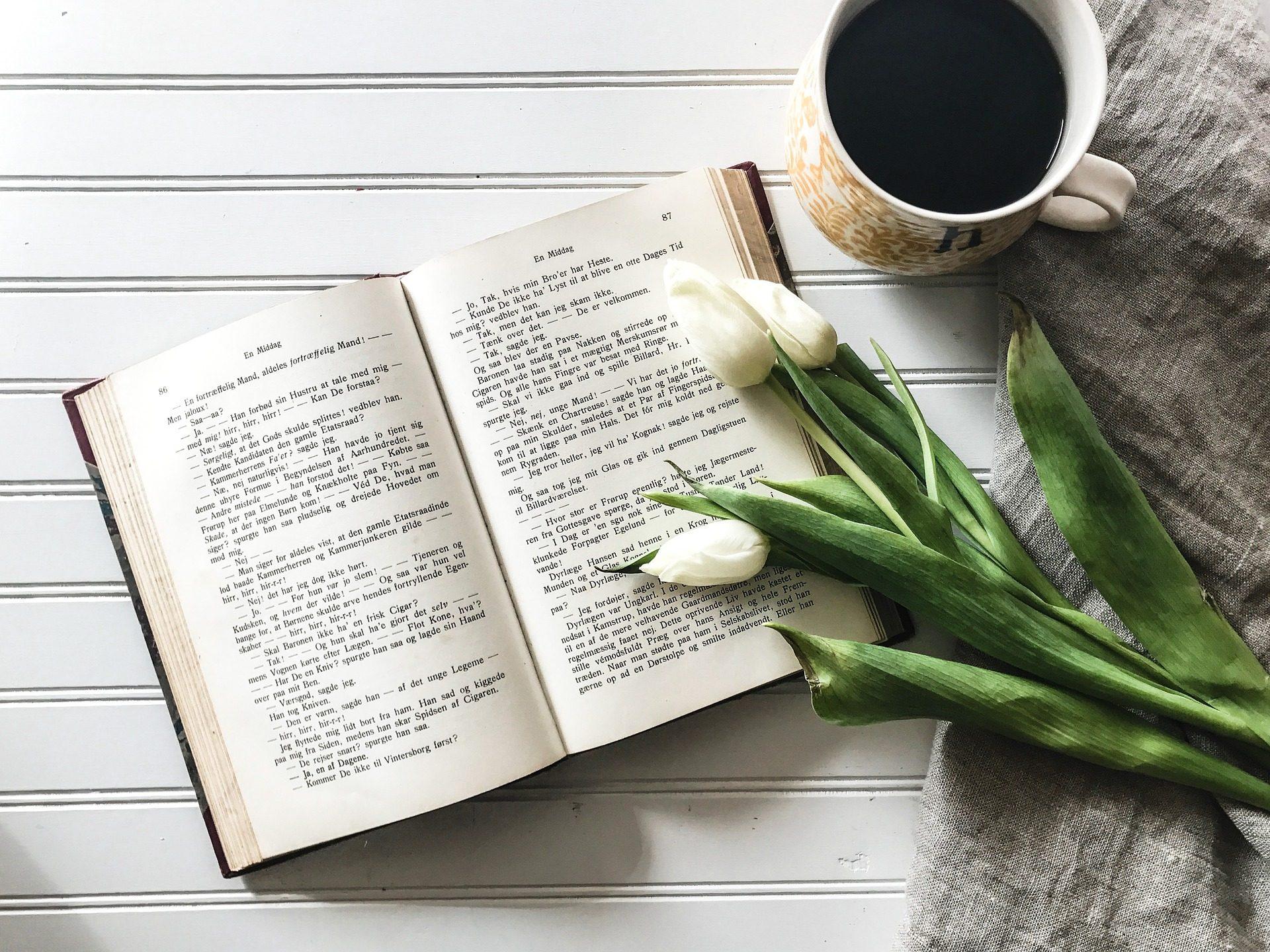 libro, taza, café, desayuno, flores - Fondos de Pantalla HD - professor-falken.com