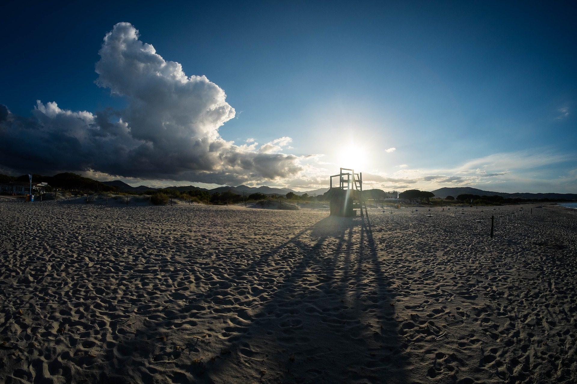 الشاطئ, الرمال, مصرف, كرسي, السماء, السحب. - خلفيات عالية الدقة - أستاذ falken.com