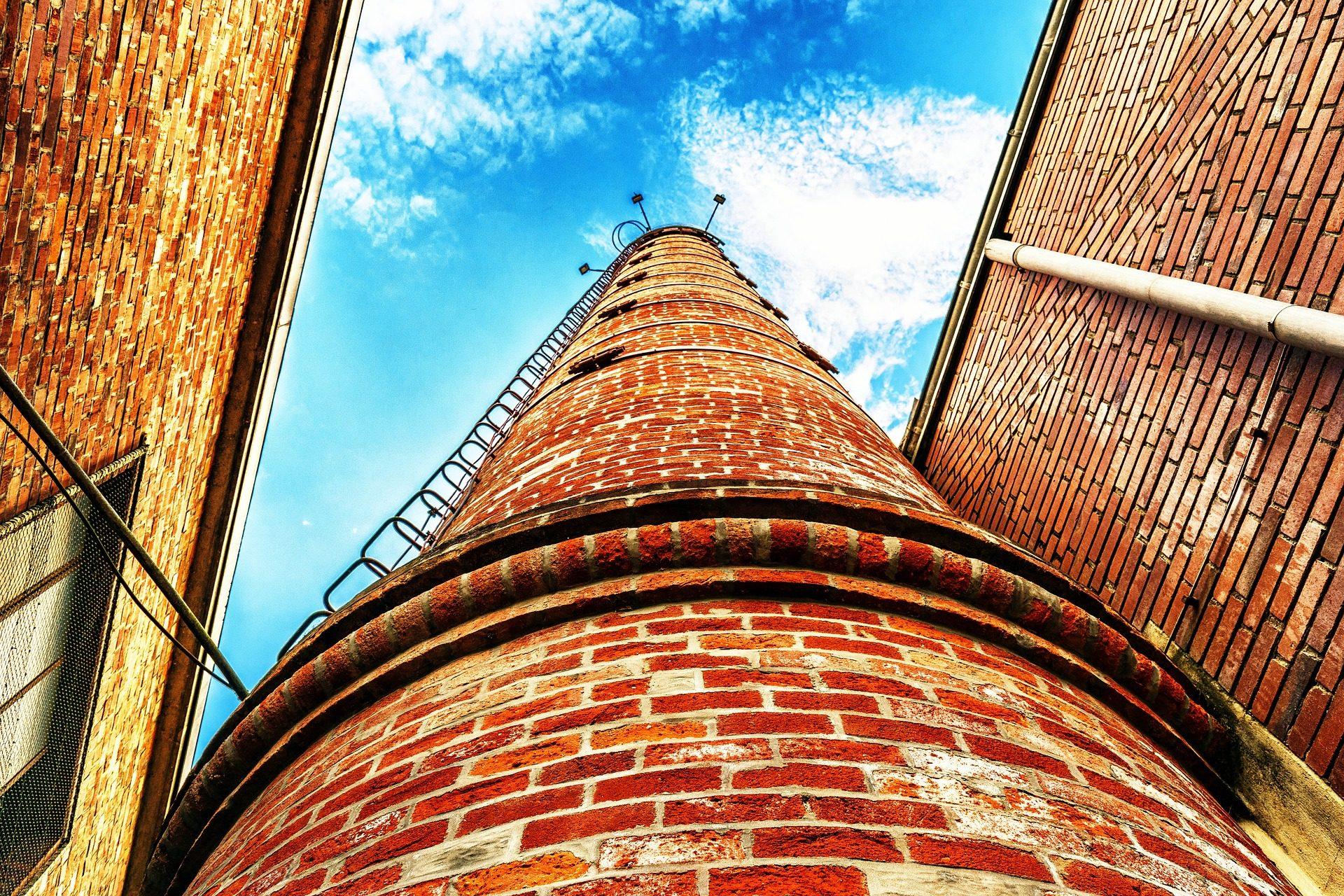 Πύργος, τζάκι, τούβλα, σκάλες, Ουρανός, σύννεφα - Wallpapers HD - Professor-falken.com