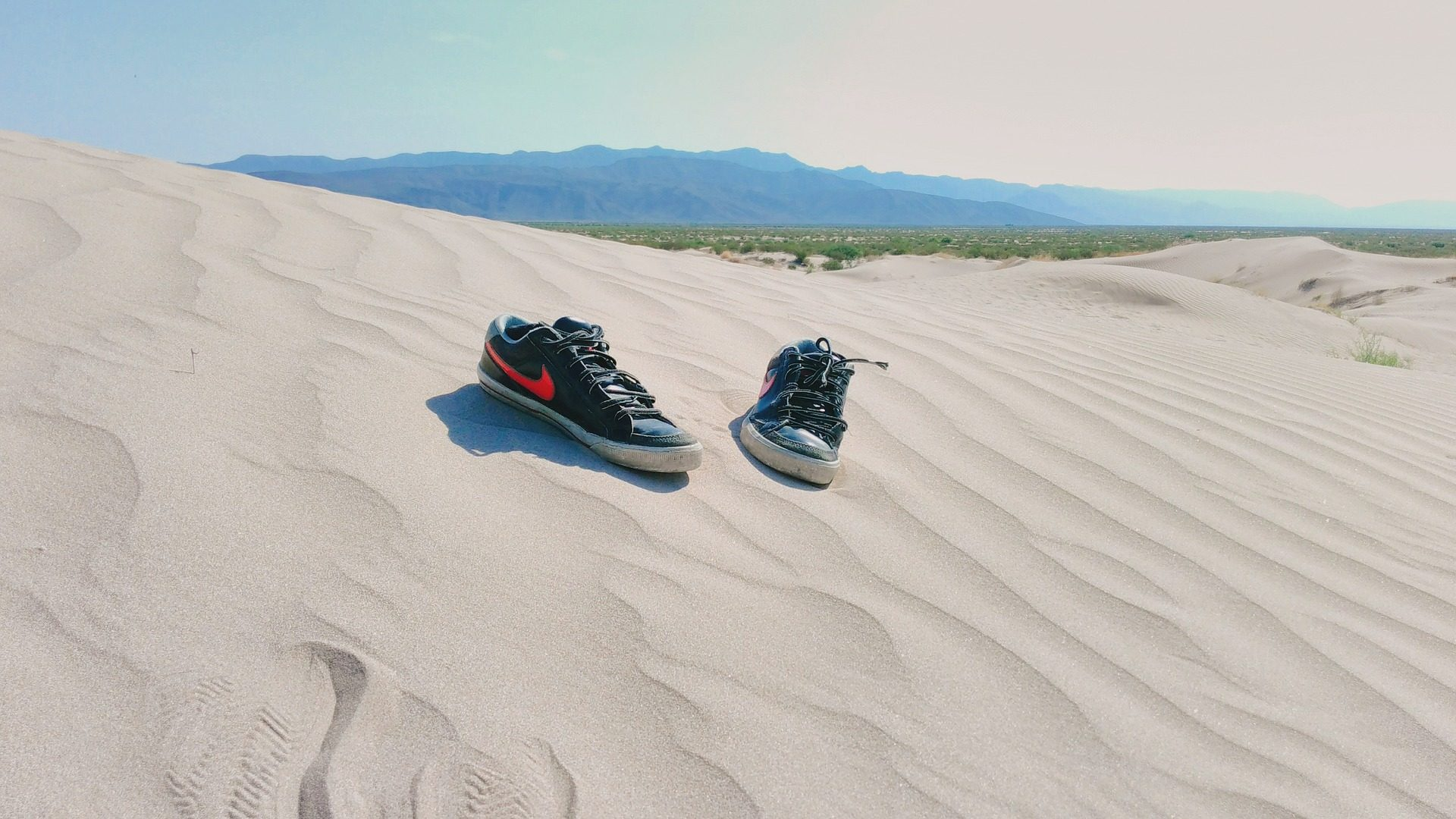जूते, रेत, समुद्र तट, चप्पल, रेगिस्तान, टिब्बा - HD वॉलपेपर - प्रोफेसर-falken.com