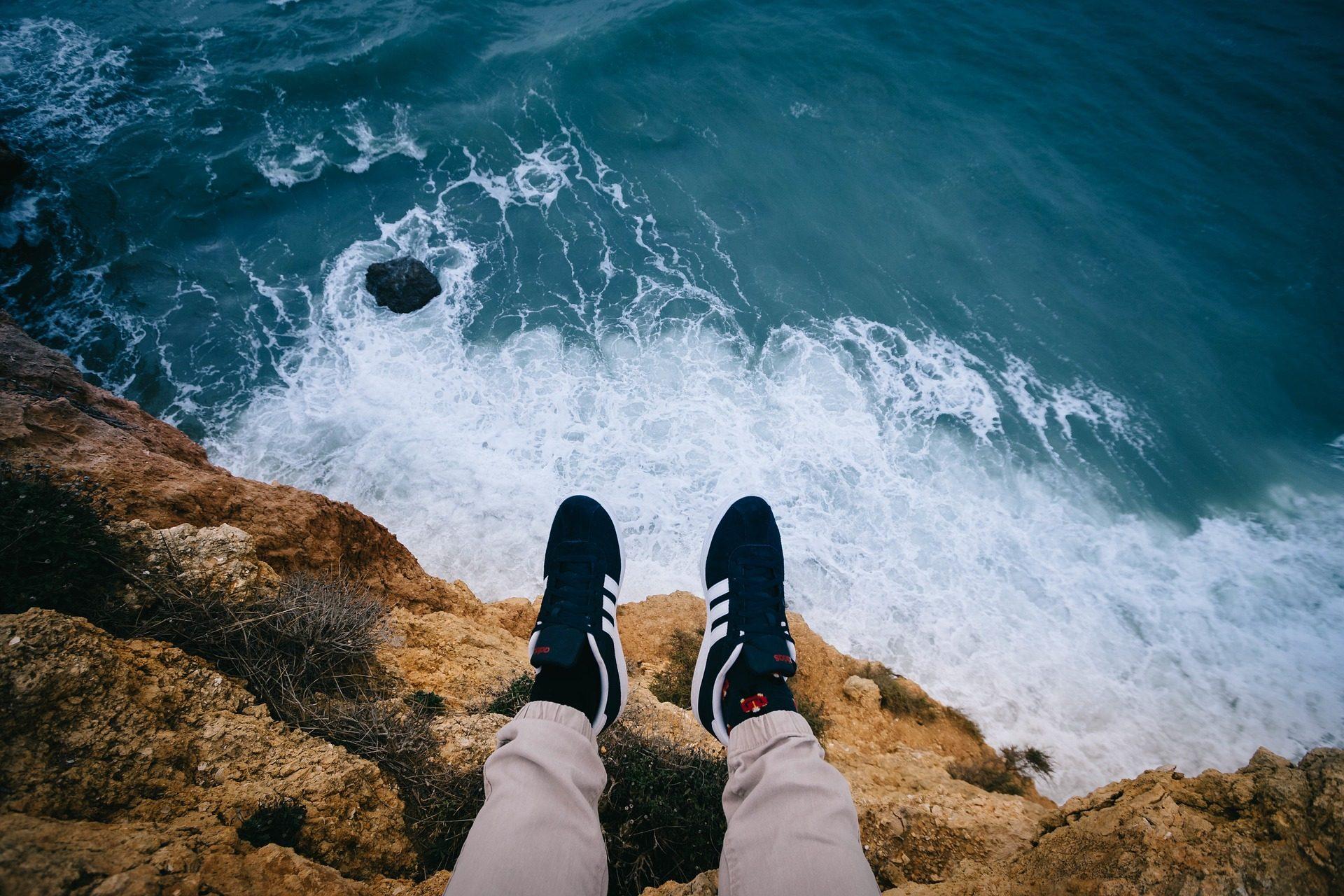 Mar, Cliff, pés, sapatos, ondas - Papéis de parede HD - Professor-falken.com