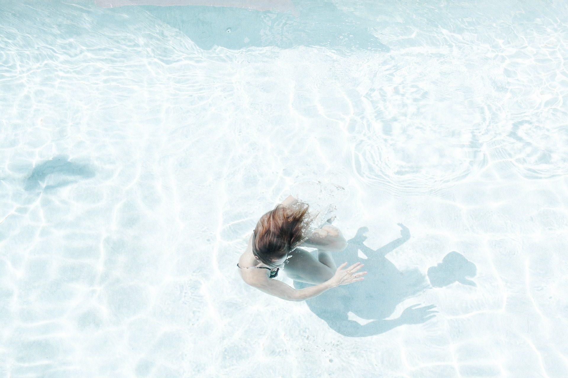 женщина, бассейн, Ванная комната, воды, волны, размышления - Обои HD - Профессор falken.com