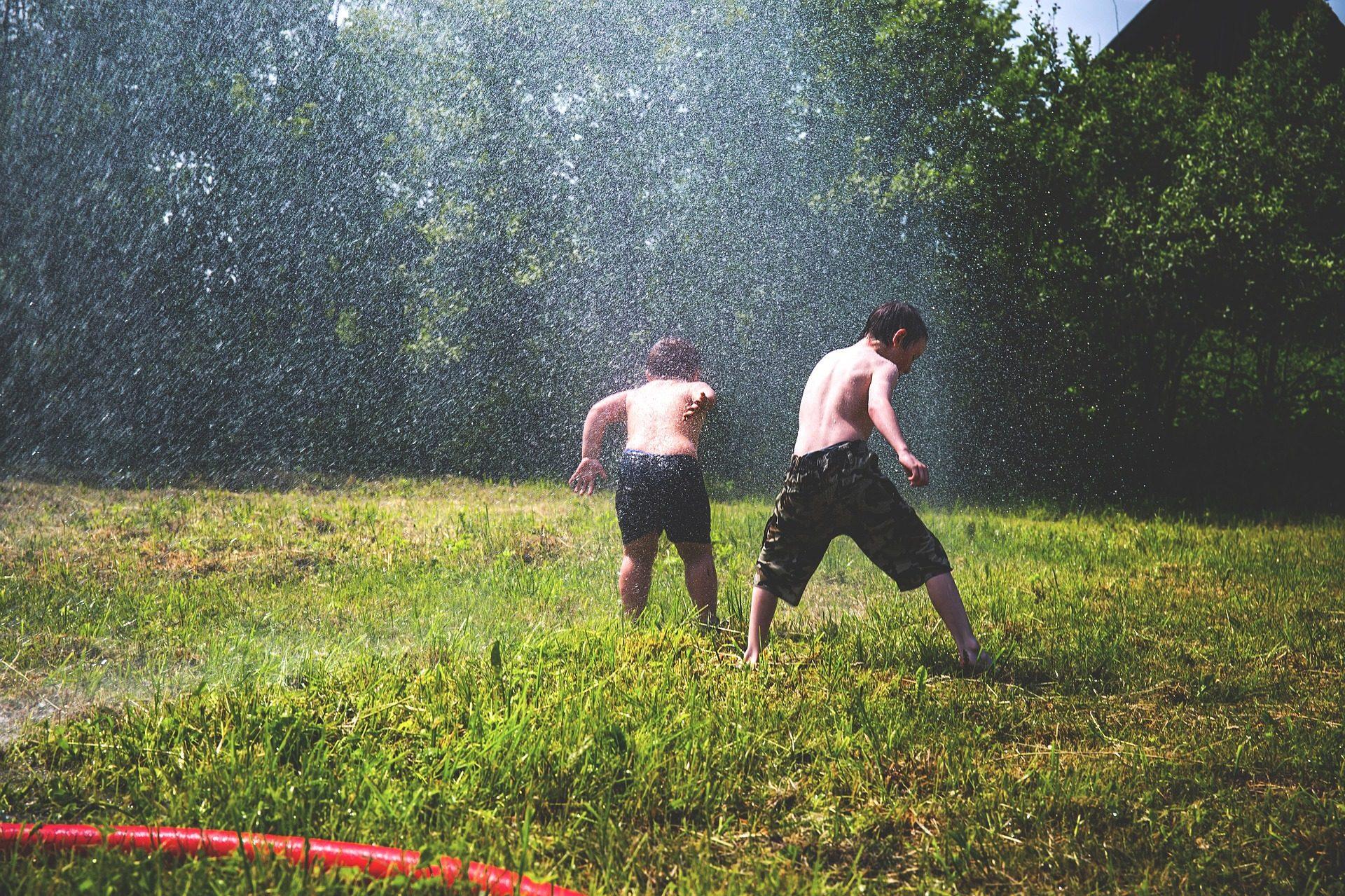 niños, jardín, juego, agua, cesped - Fondos de Pantalla HD - professor-falken.com