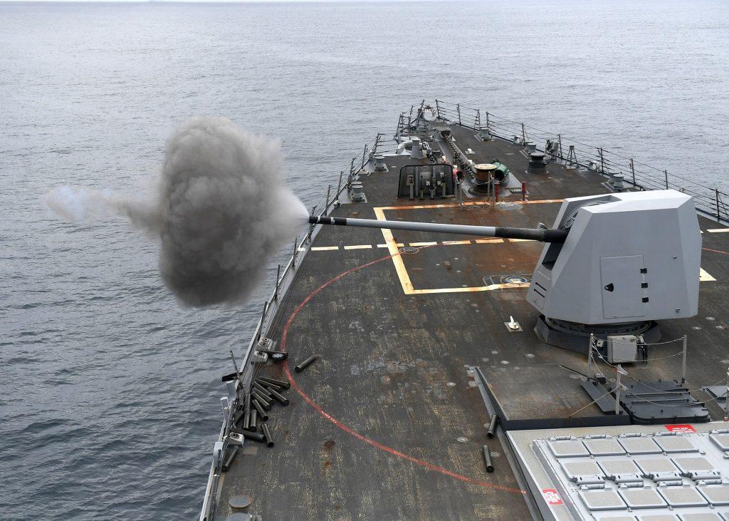 barco, buque, marina, maniobras, cañón, disparo, 1709052020