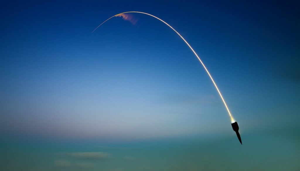 cohete, misil, lanzamiento, guerra, estela, 1709082049
