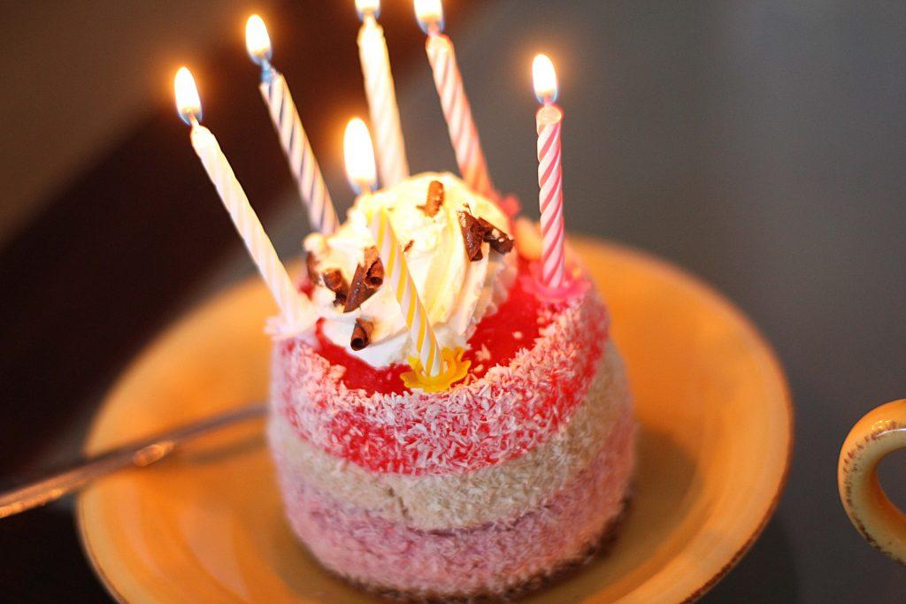 dulce, pastel, velas, llamas, celebración, cumpleaños, 1709290832
