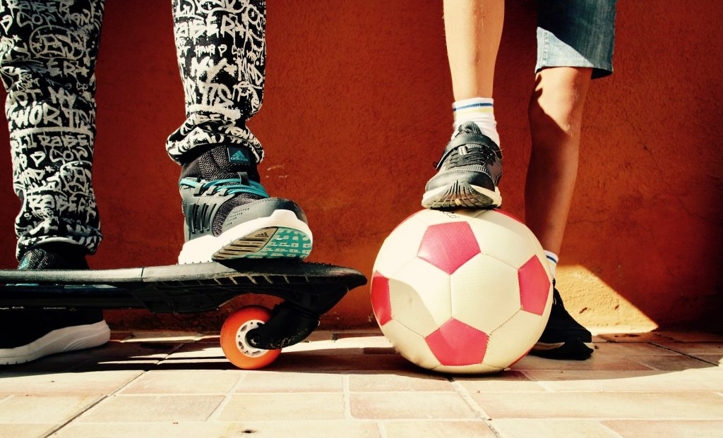 crianças, jogo, bola, skate, infância, 1709221214