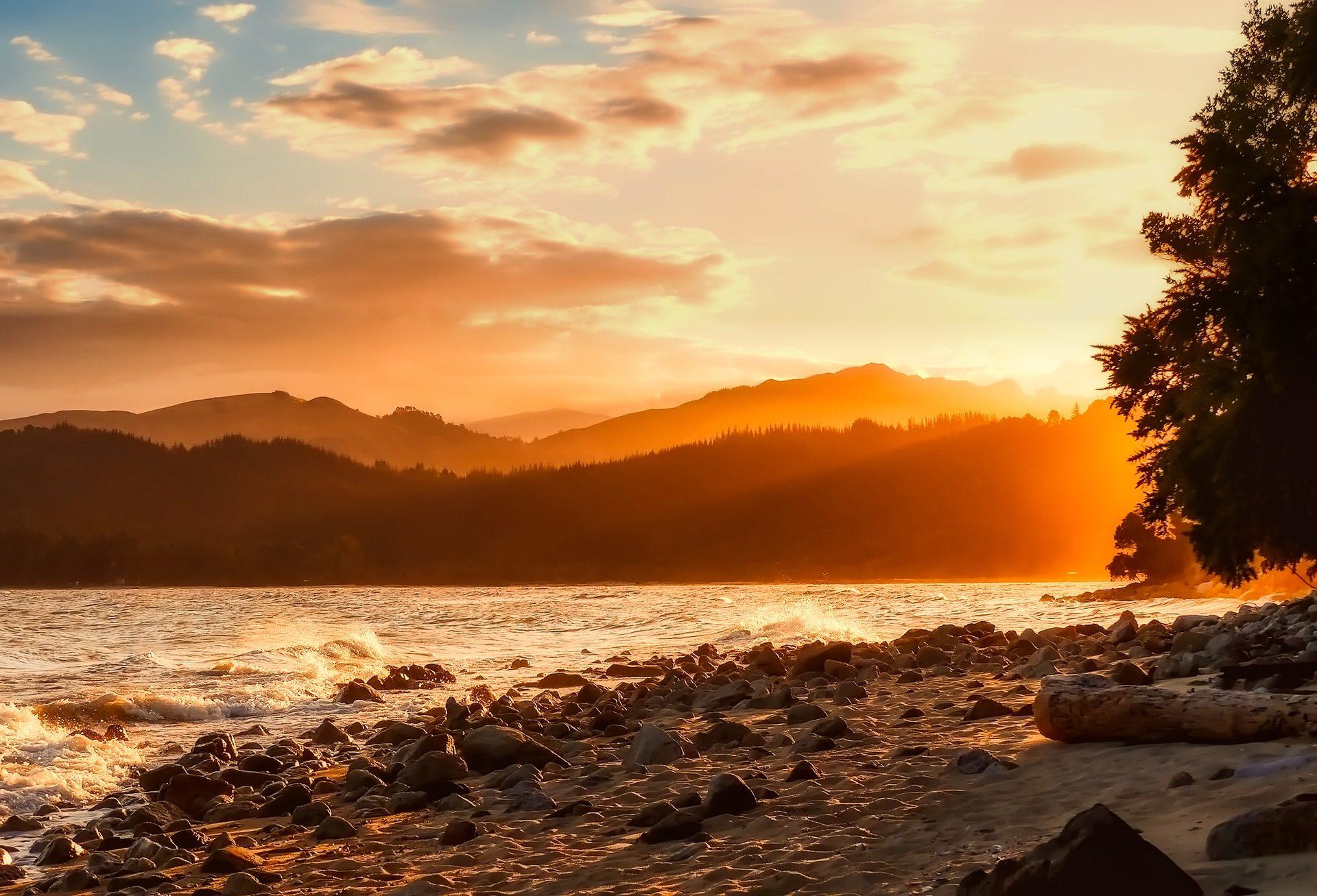 Fondo de pantalla de playa rocas piedras monta as luz - Piedras de luz ...