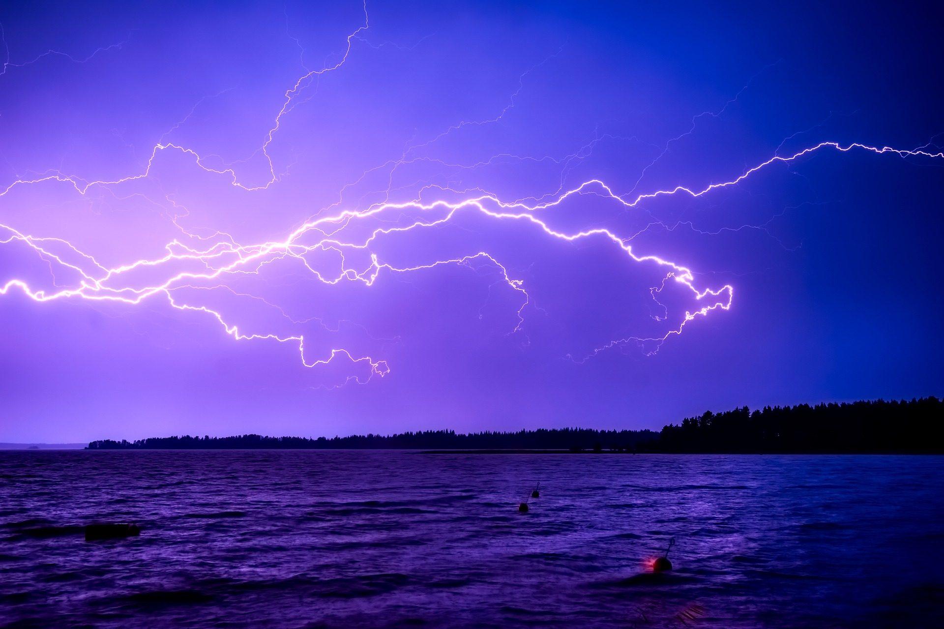 Fondo de pantalla de rayos tormenta electricidad noche for Electricidad