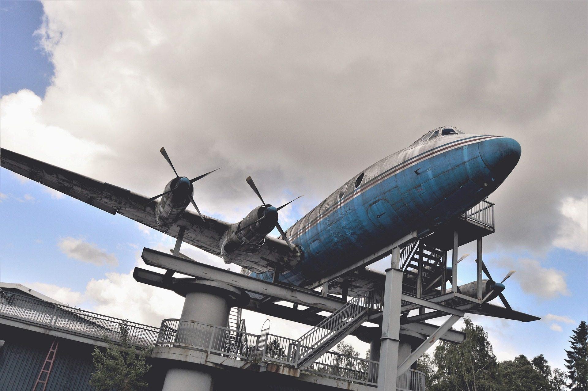 航空機, 記念碑, さびた, 汚い, 空, 雲 - HD の壁紙 - 教授-falken.com