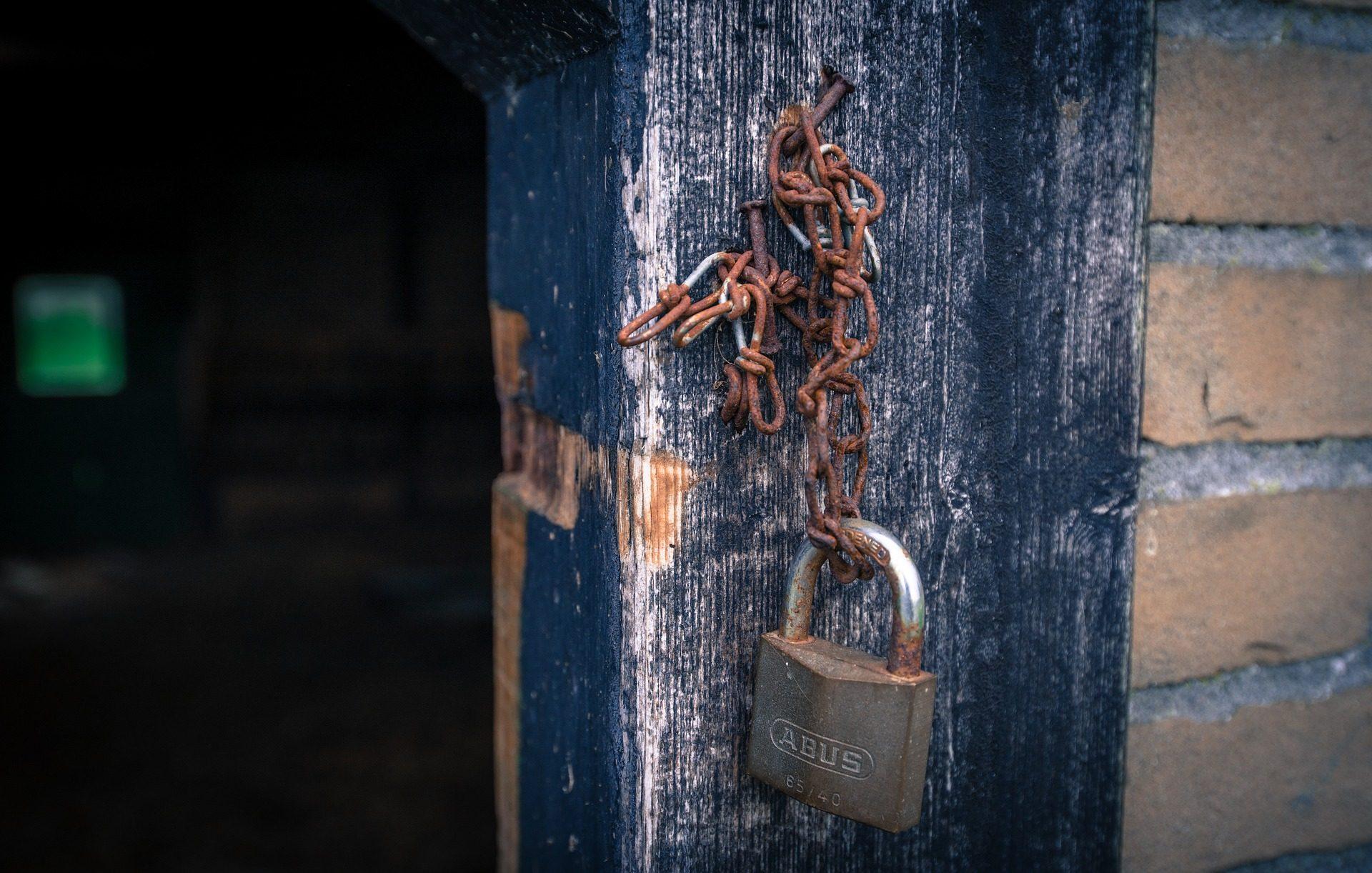 candado, cadenas, rota, oxidada, vieja, puerta - Fondos de Pantalla HD - professor-falken.com