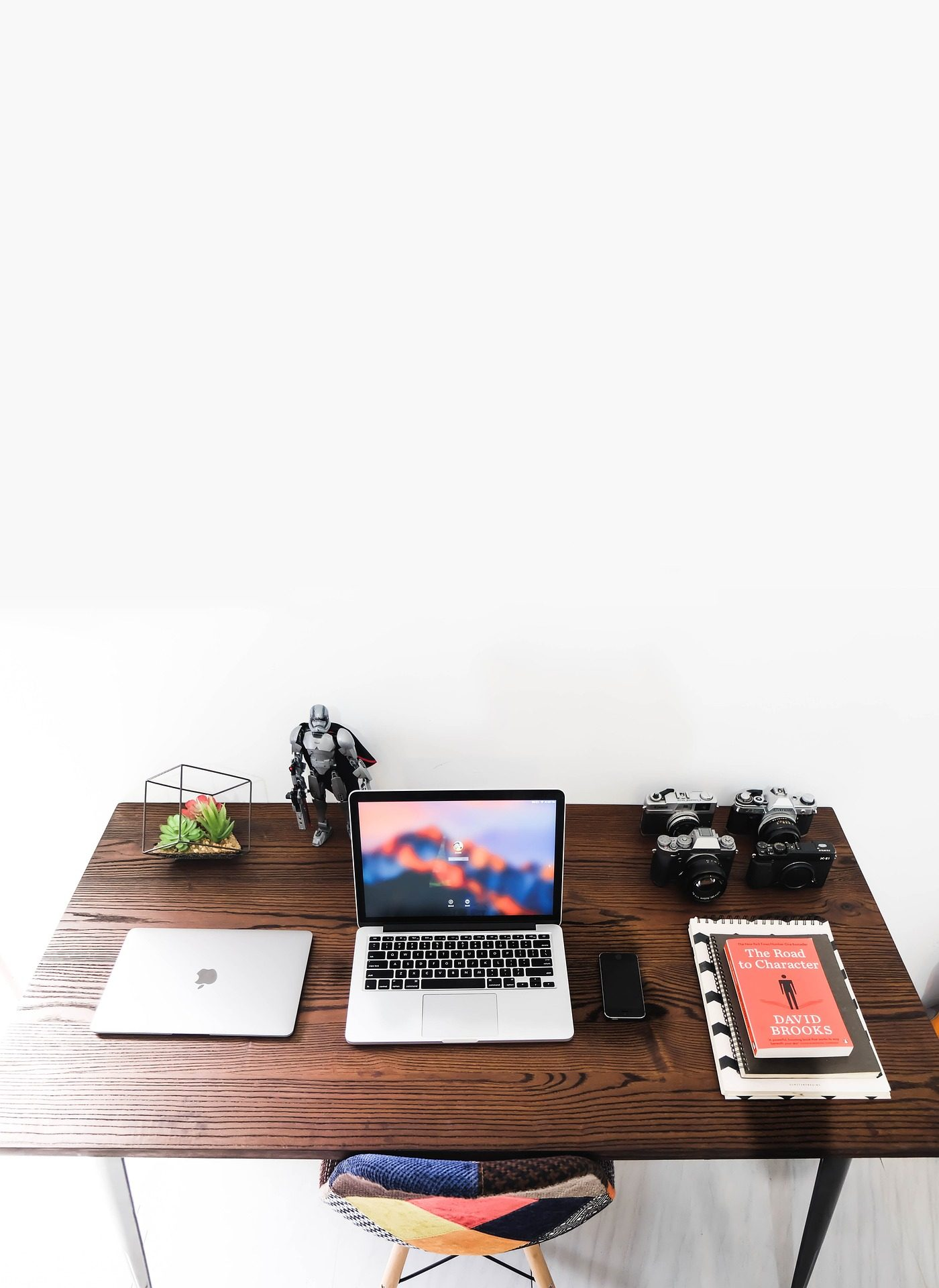 Рабочий стол, работа, компьютер, Блокнот, книги, Фотокамеры, Таблица, Кресло - Обои HD - Профессор falken.com