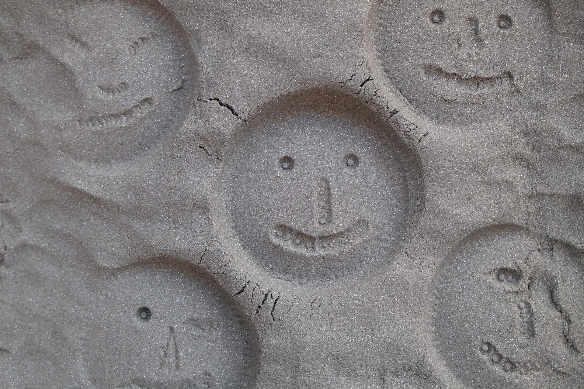 figure, sabbia, volti, sorrisi, Smiley - Sfondi HD - Professor-falken.com