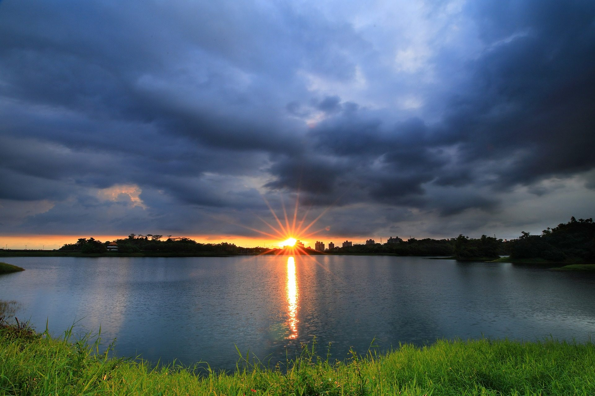 laguna, lago, sol, brillo, halos, nublado, atardecer - Fondos de Pantalla HD - professor-falken.com