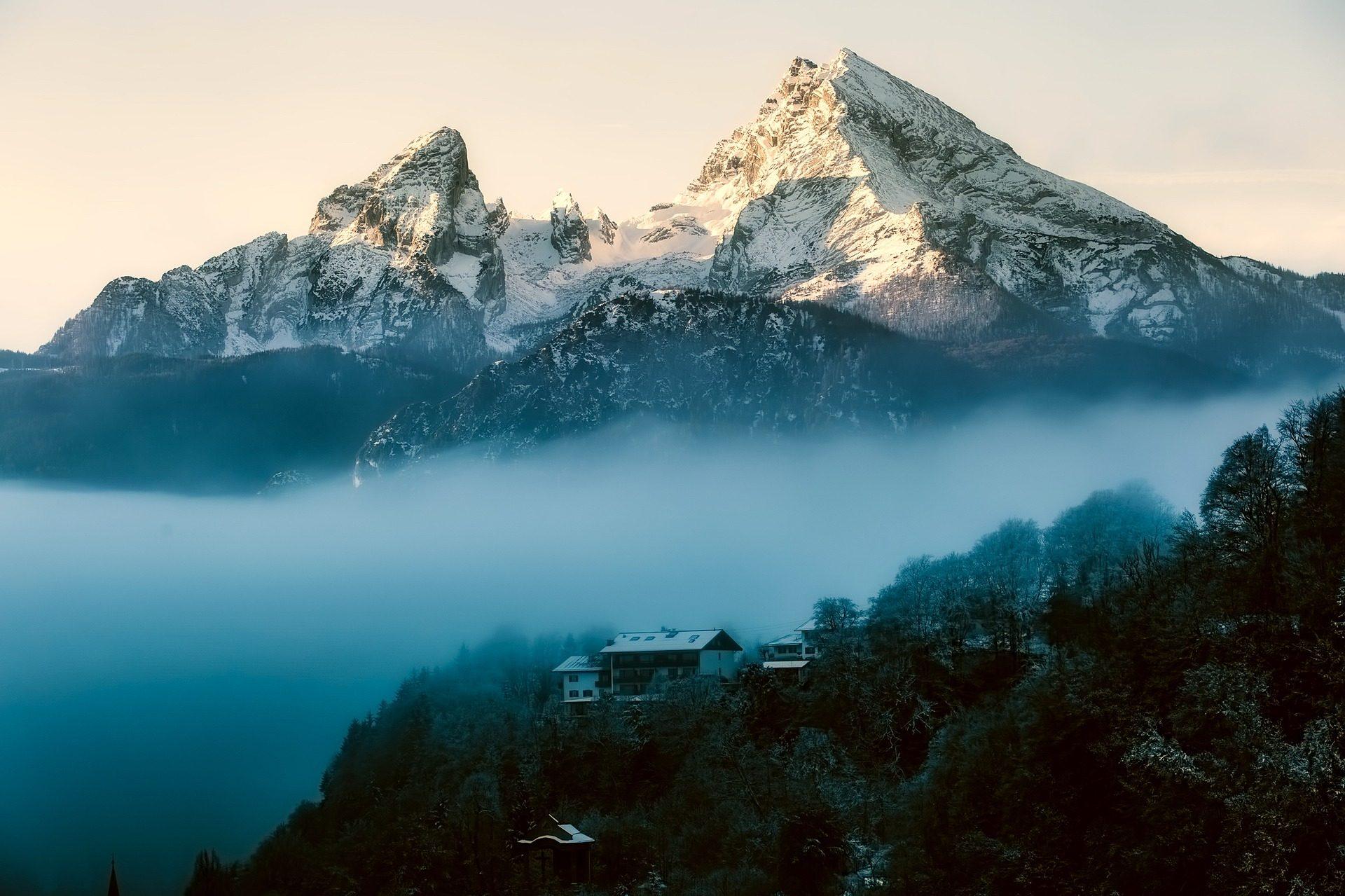montañas, nubes, niebla, árboles, bosque, nieve, casa - Fondos de Pantalla HD - professor-falken.com
