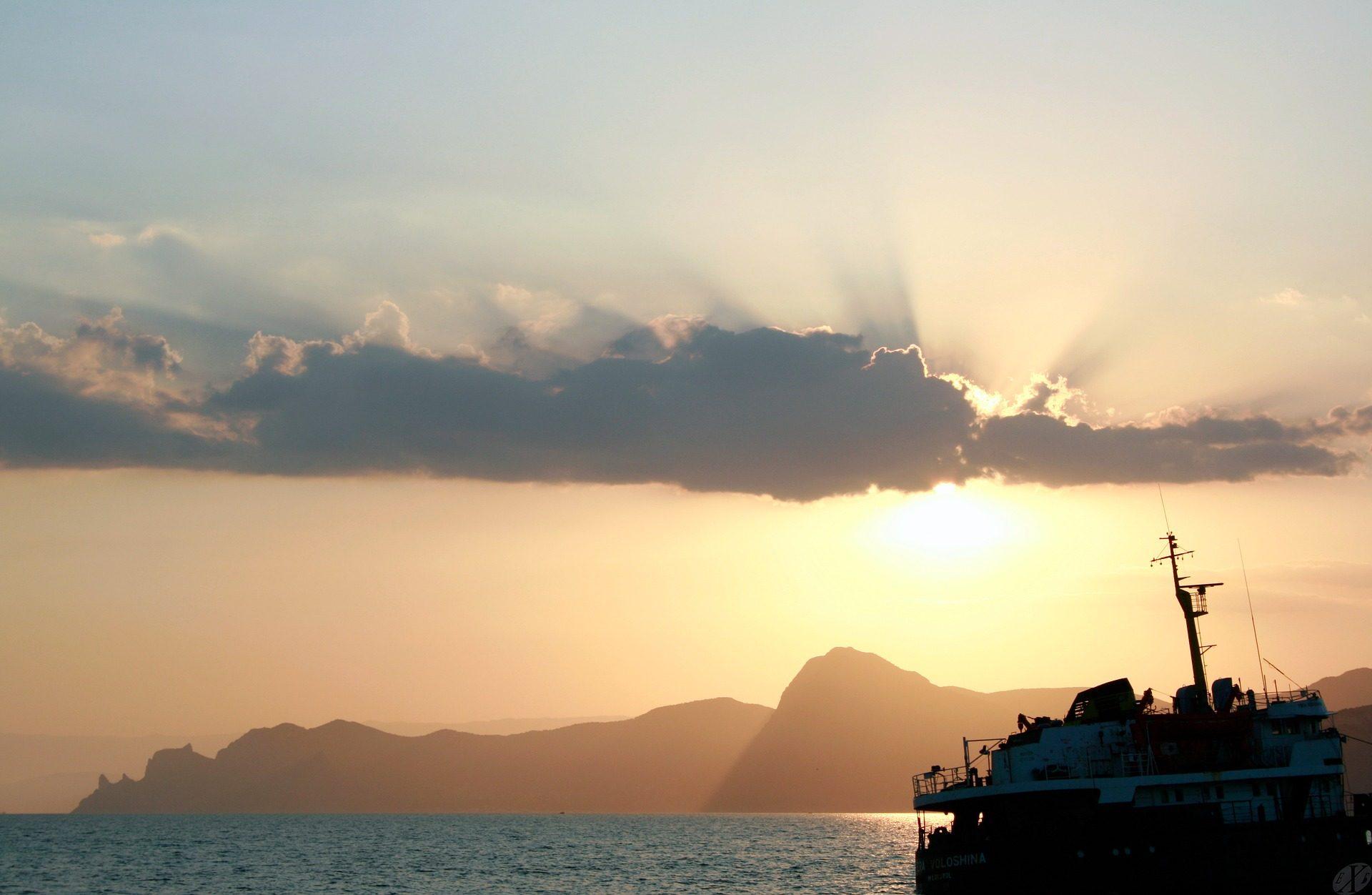 barca, Montañas, Mare, nuvole, Sole, raggi - Sfondi HD - Professor-falken.com