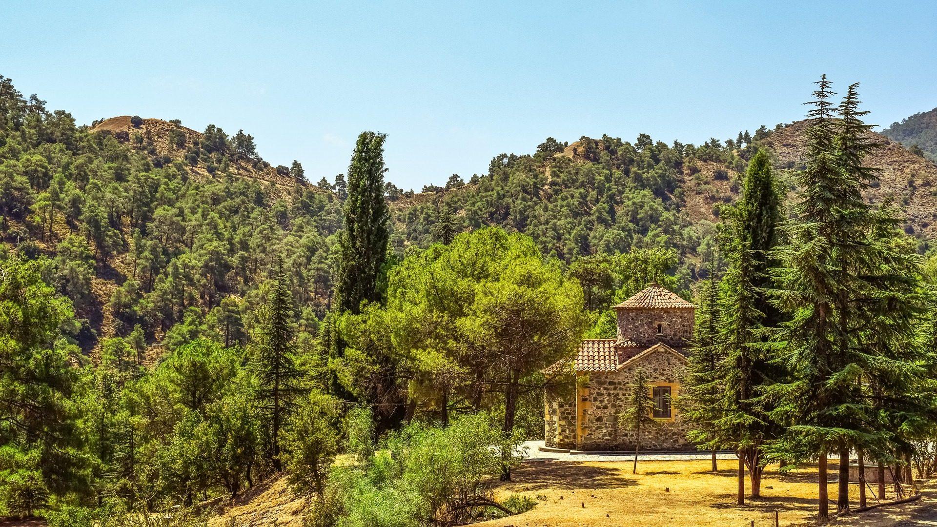 лес, поле, деревья, Церковь, Монтаньяс, Кипр - Обои HD - Профессор falken.com