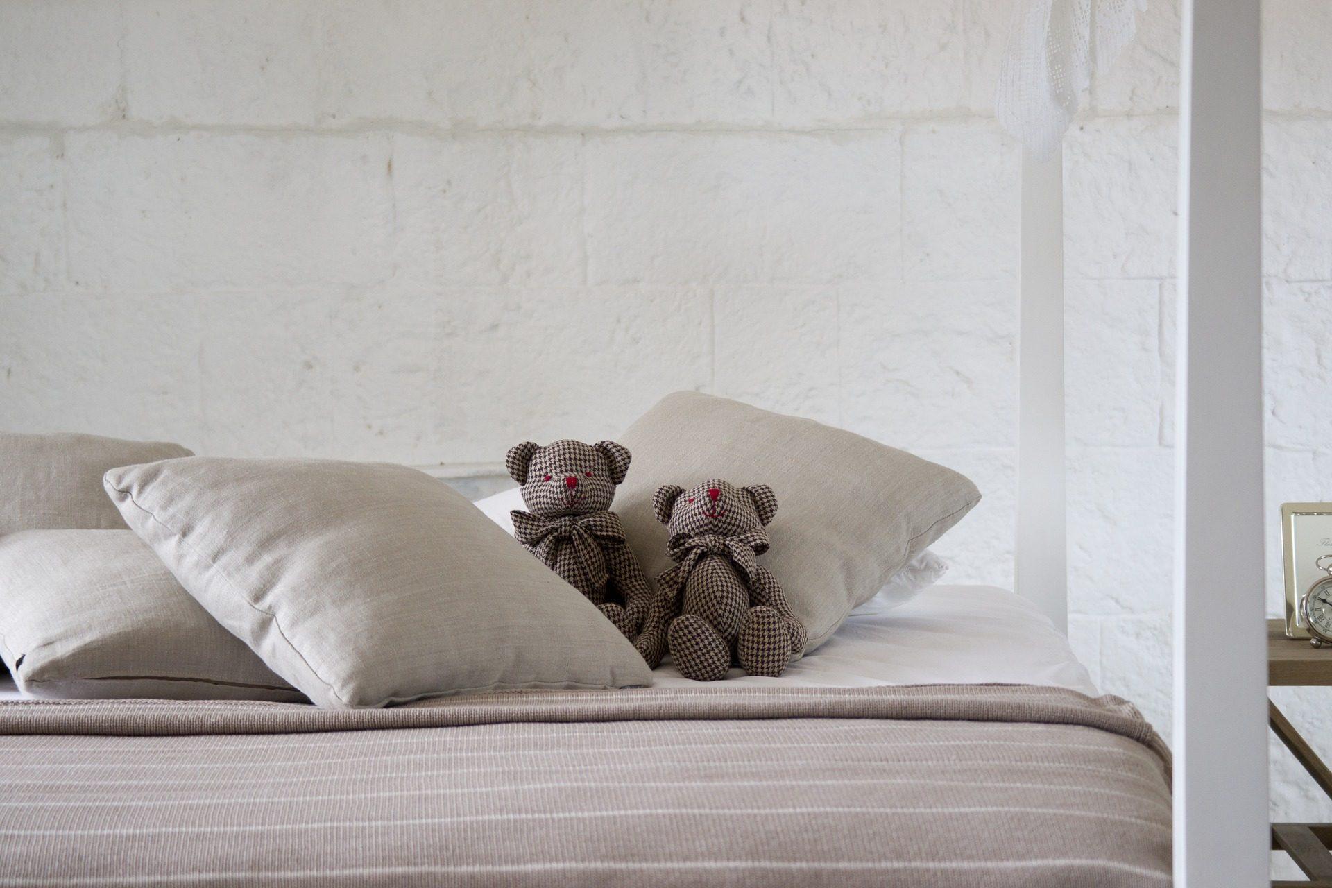 cama, Ursos de pelúcia, brinquedos de pelúcia, figuras, almofadas, quarto - Papéis de parede HD - Professor-falken.com