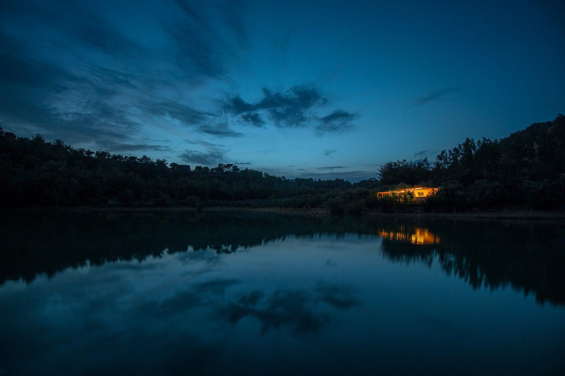 湖, 反思, 房子, 光, 树木, 黄昏 - 高清壁纸 - 教授-falken.com