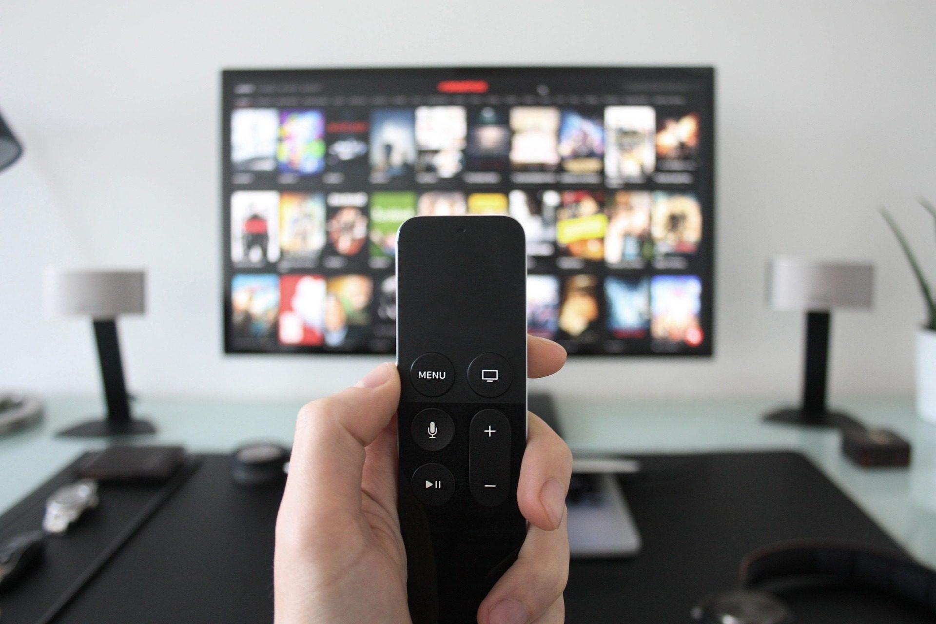 commande à distance, TV, PELICULAS, Salon, multimédia, main - Fonds d'écran HD - Professor-falken.com