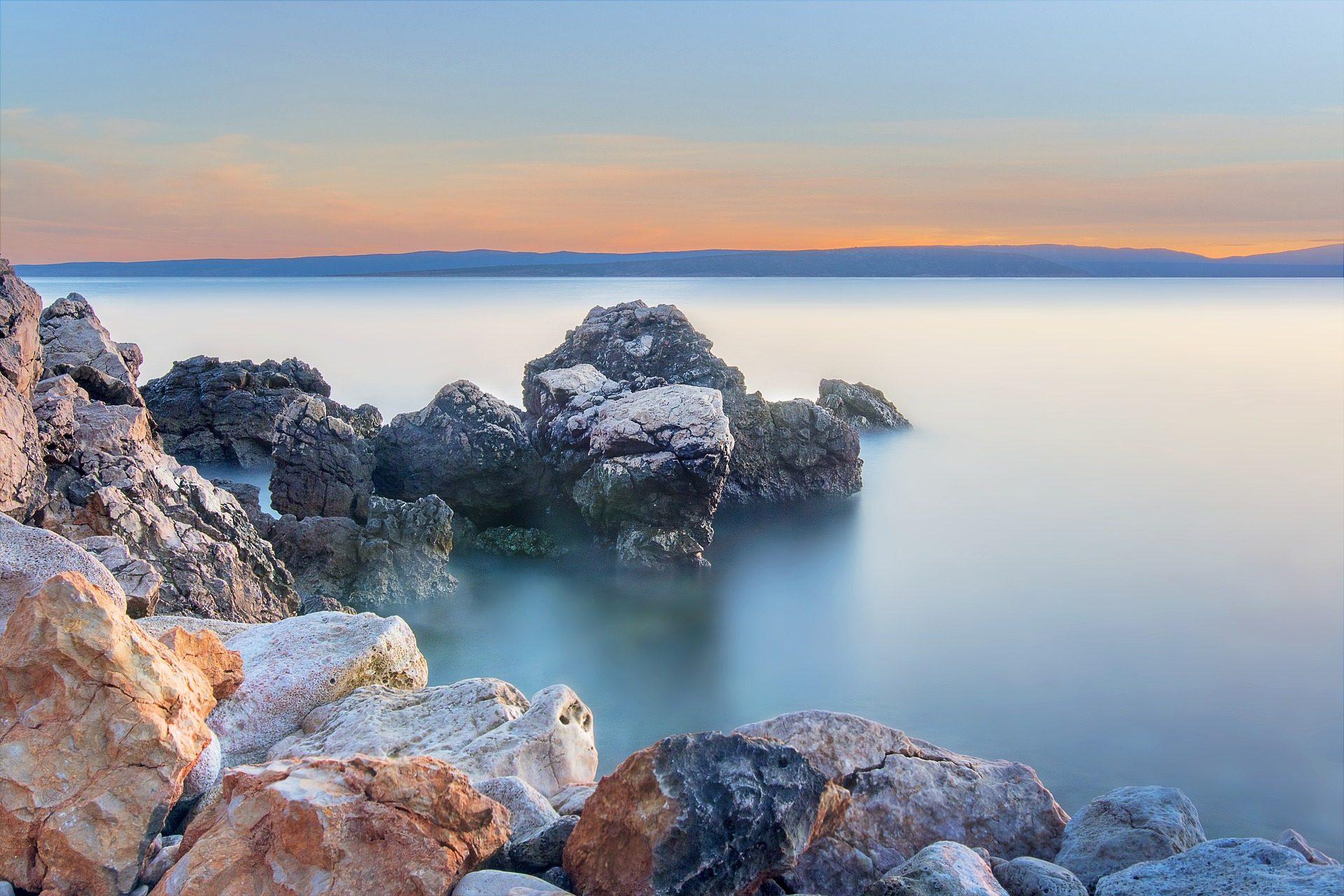 Mare, Costa, pietre, Rocas, Montañas, serenità - Sfondi HD - Professor-falken.com