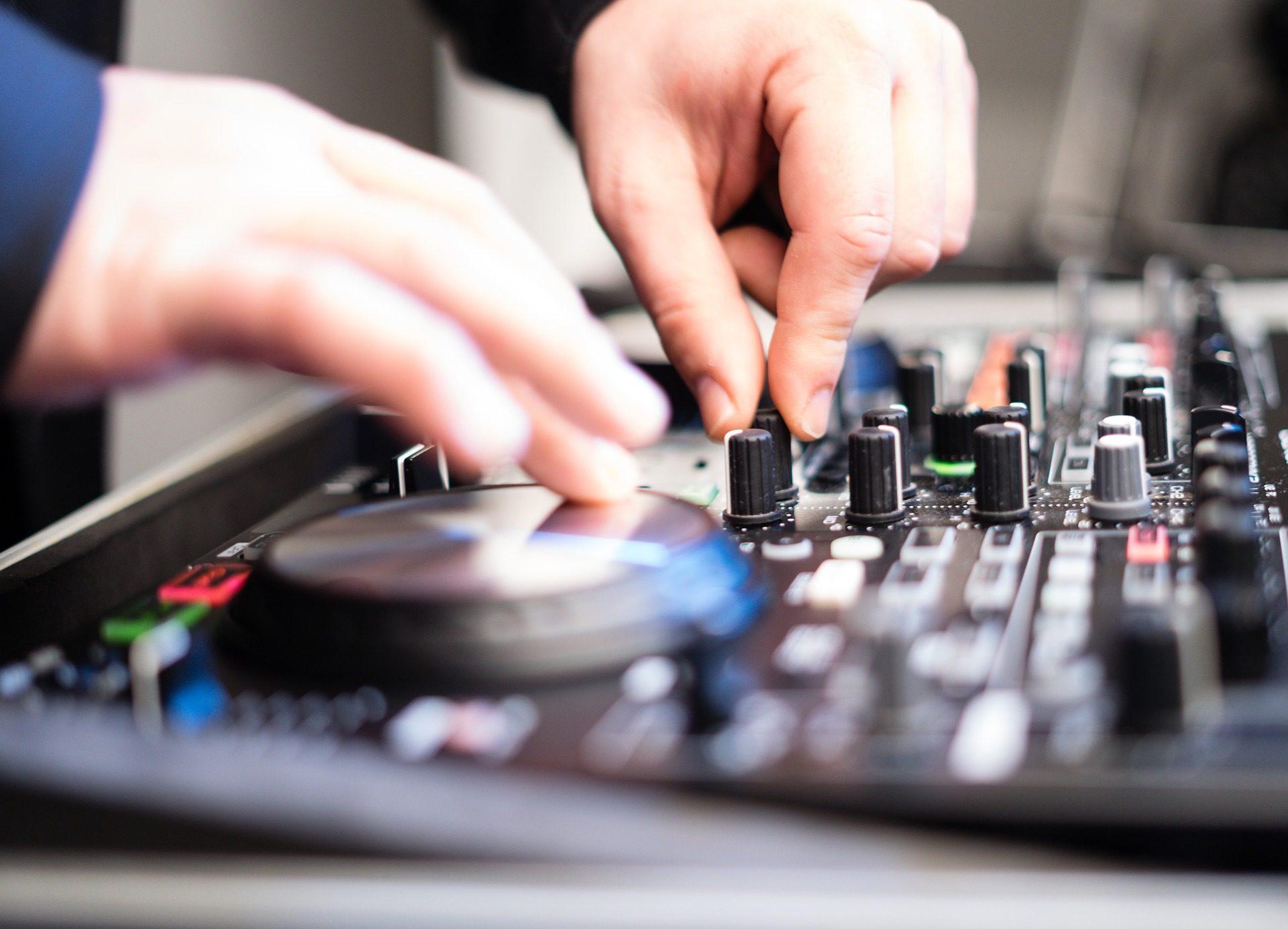 Таблица, смеси, руки, DJ, кнопки, колеса - Обои HD - Профессор falken.com