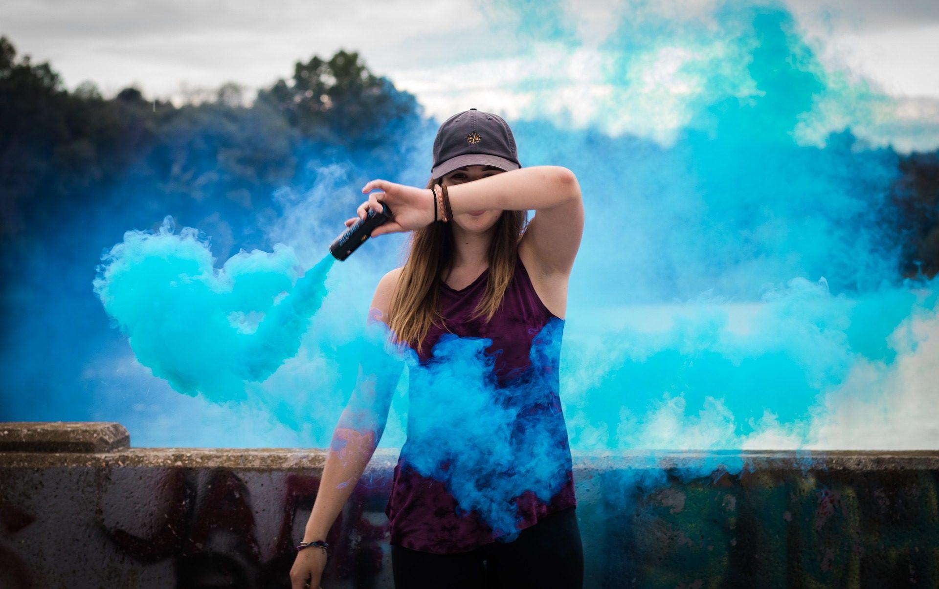 امرأة, كاب, دخان, الأزرق, الهواء - خلفيات عالية الدقة - أستاذ falken.com