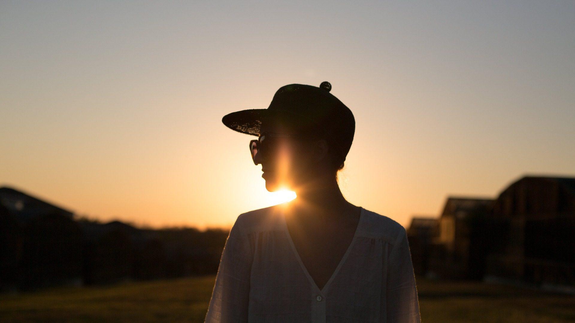 女性, 太陽, サンセット, キャップ, シャドウ, シルエット - HD の壁紙 - 教授-falken.com