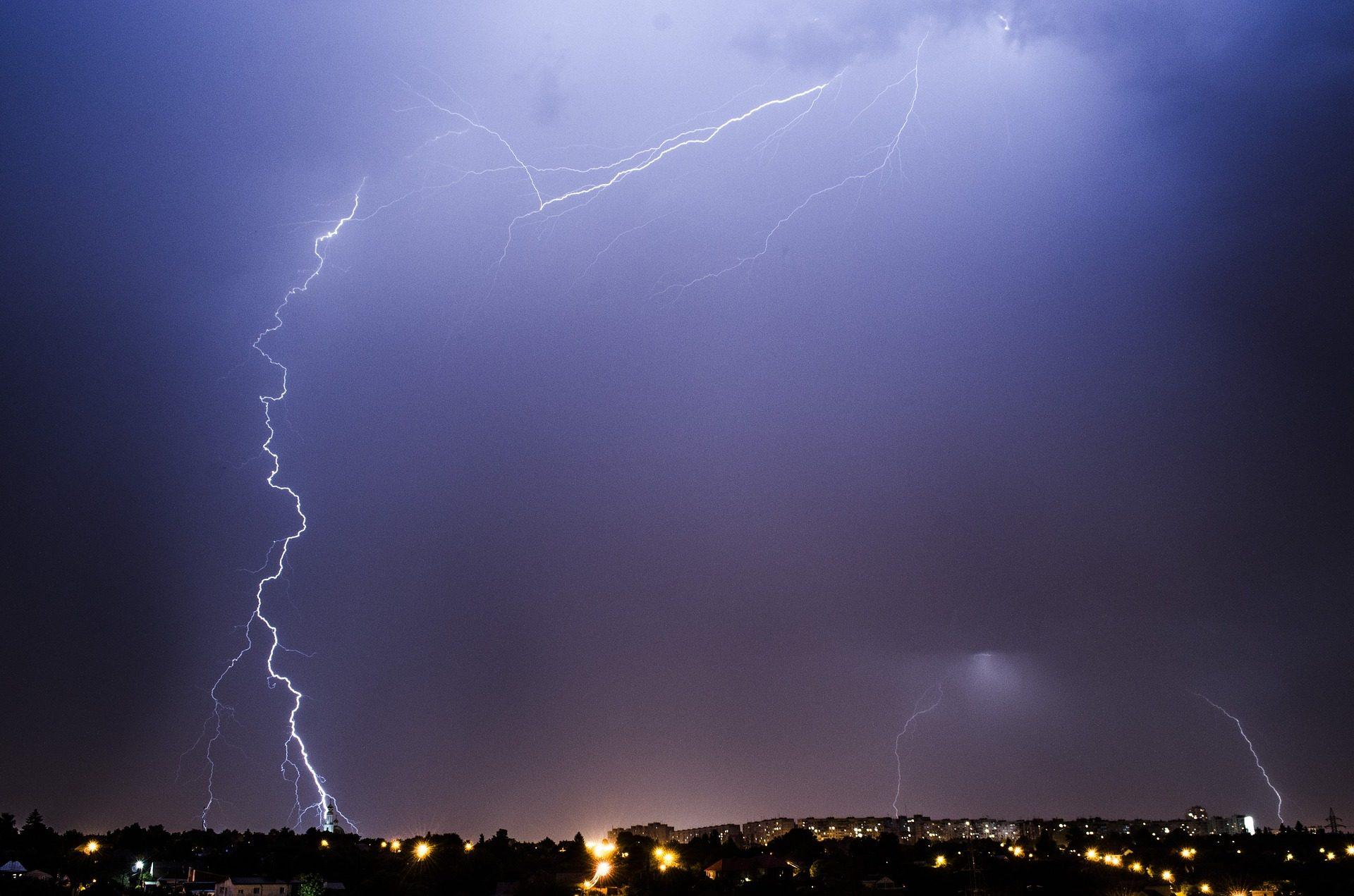 أشعة, ترانس, العاصفة, غائم, ليلة, مدينة, أضواء - خلفيات عالية الدقة - أستاذ falken.com