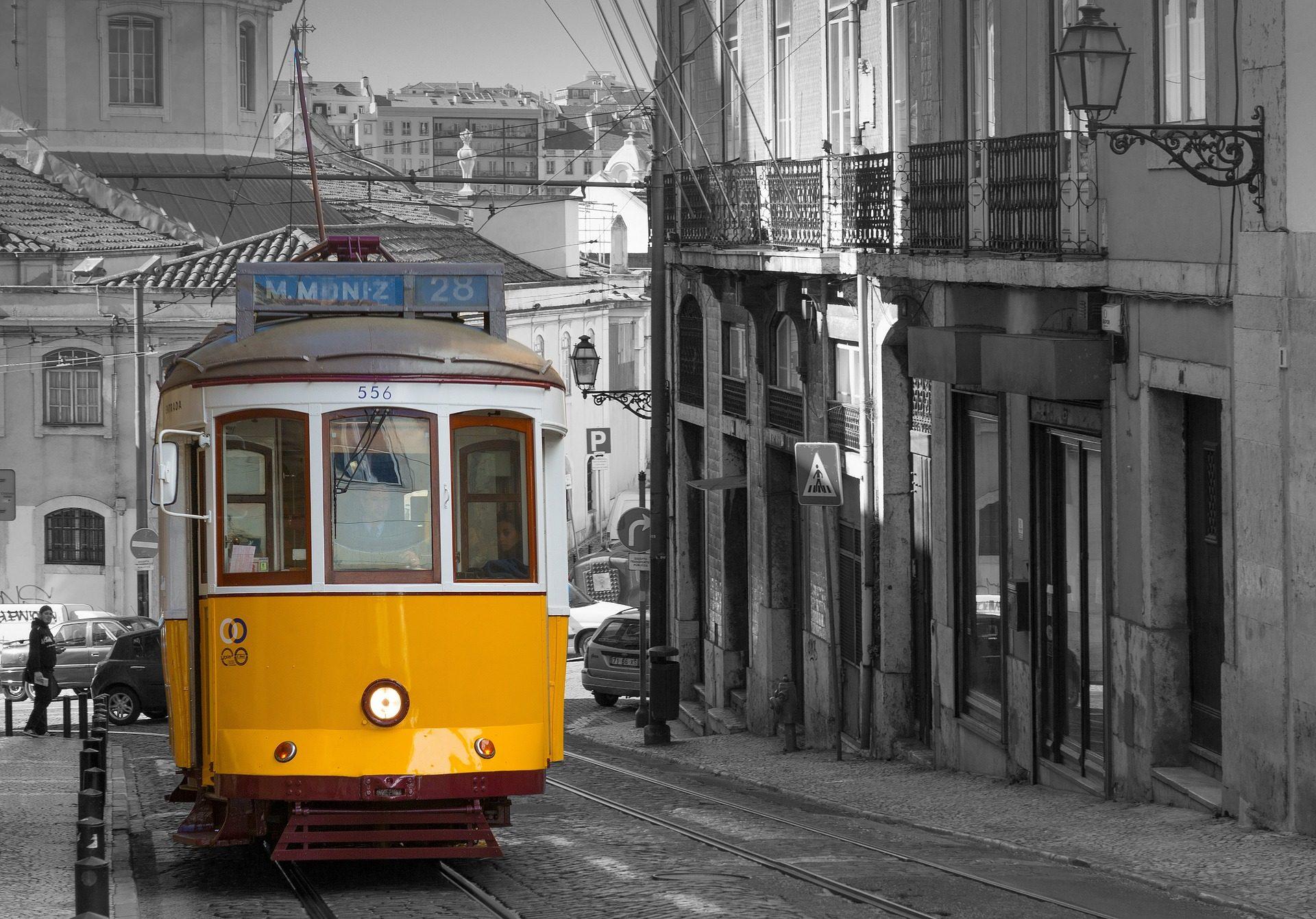Трамвай, Рельсы, Улица, Город, Лиссабон, Португалия, в черно-белом - Обои HD - Профессор falken.com