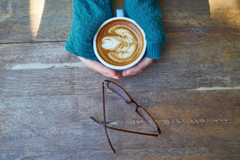 咖啡, 杯, 手, 太阳镜, 表, 木材, 1801170856
