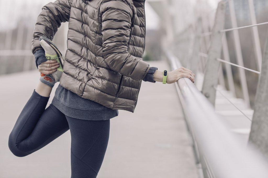 mujer, ejercicio, flexibilidad, chaqueta, reloj, zapatillas, 1801101332
