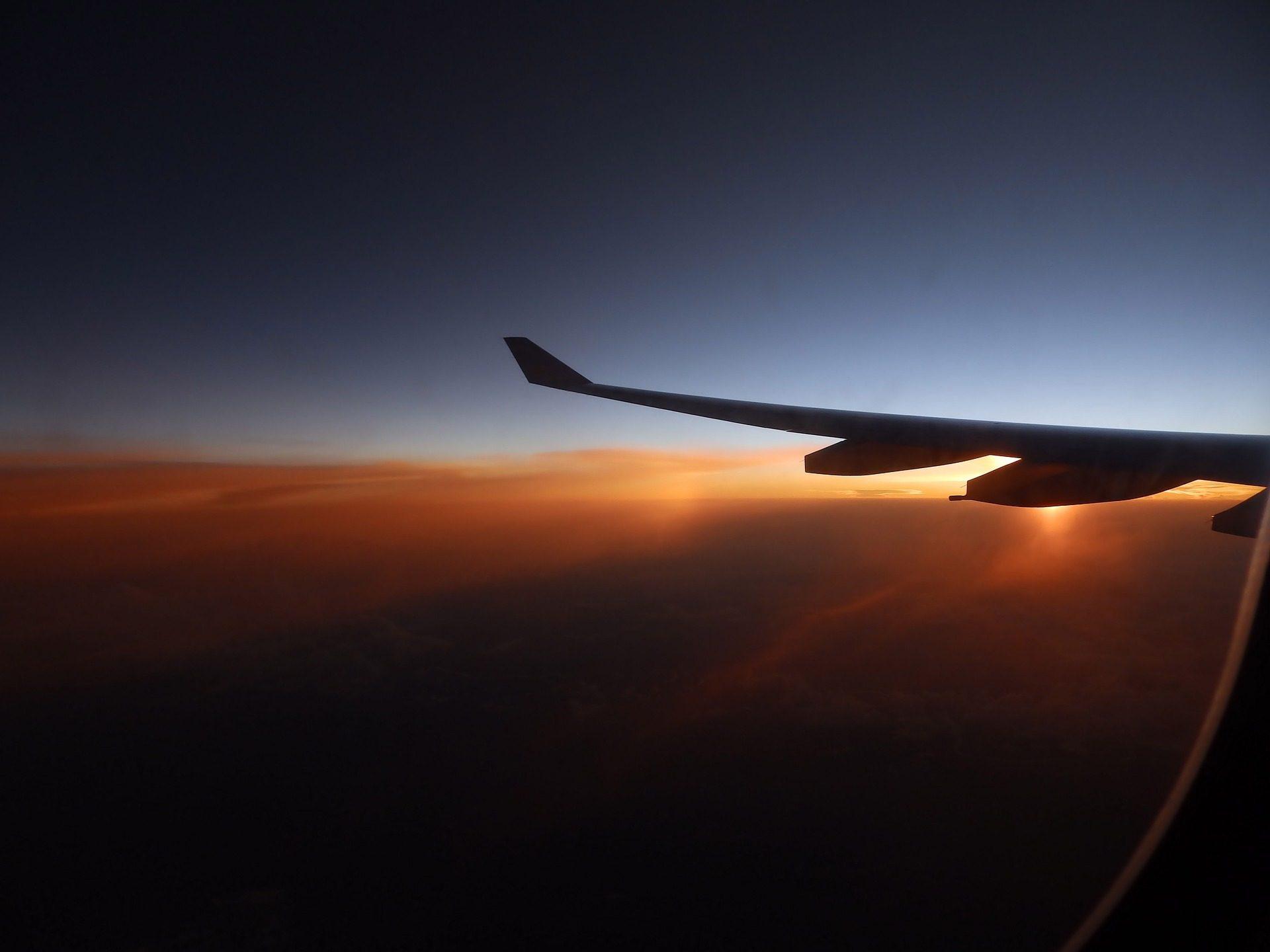 航空機, 翼, 飛ぶ, サンセット, 太陽, 雲 - HD の壁紙 - 教授-falken.com