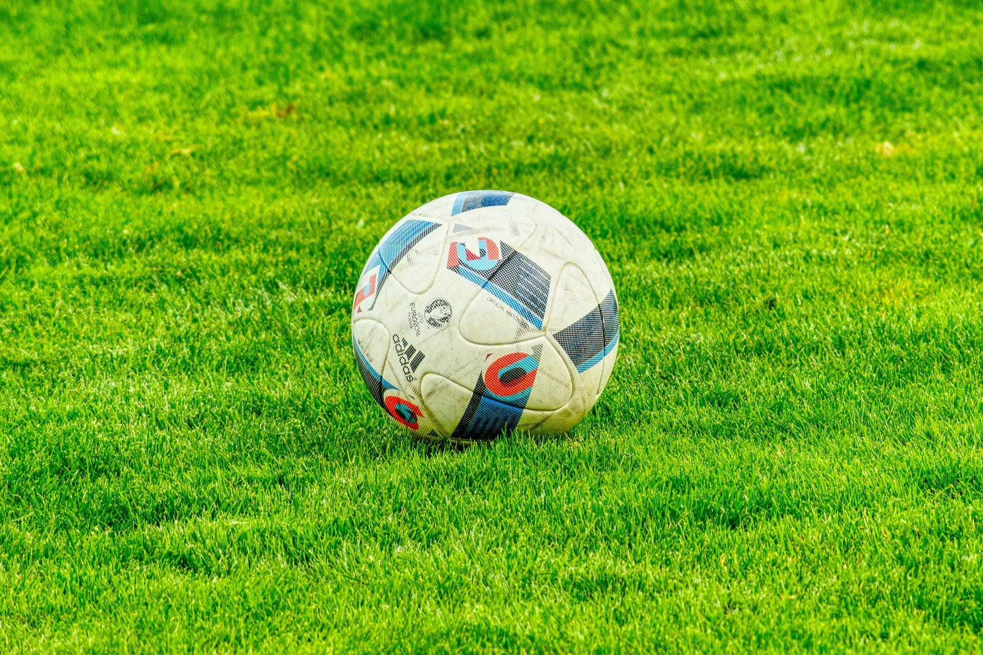 气球, 球, 足球, 字段, 草坪 - 高清壁纸 - 教授-falken.com