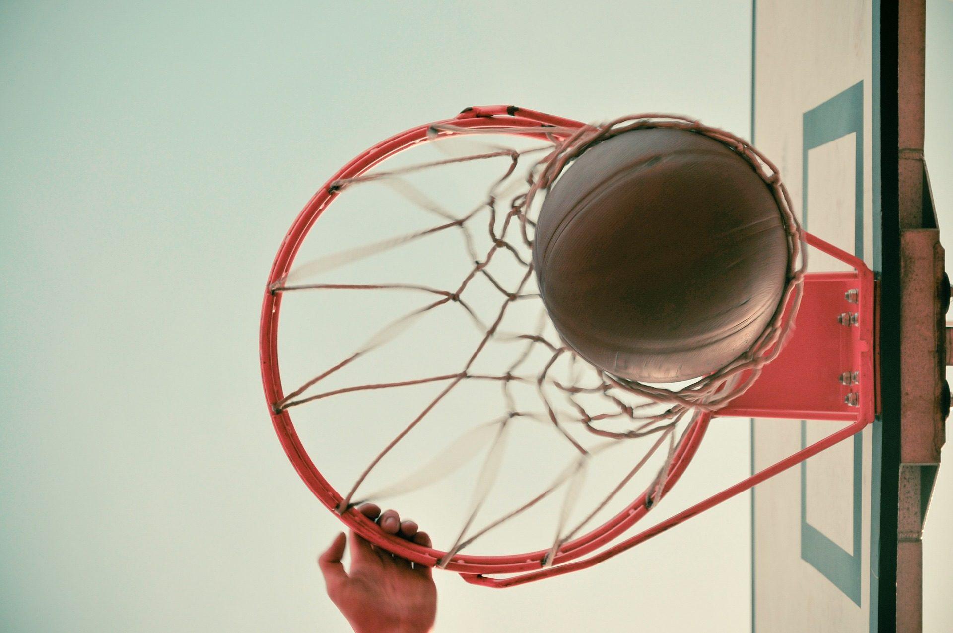 baloncesto, canasta, balón, pelota, aro, red, mano - Fondos de Pantalla HD - professor-falken.com