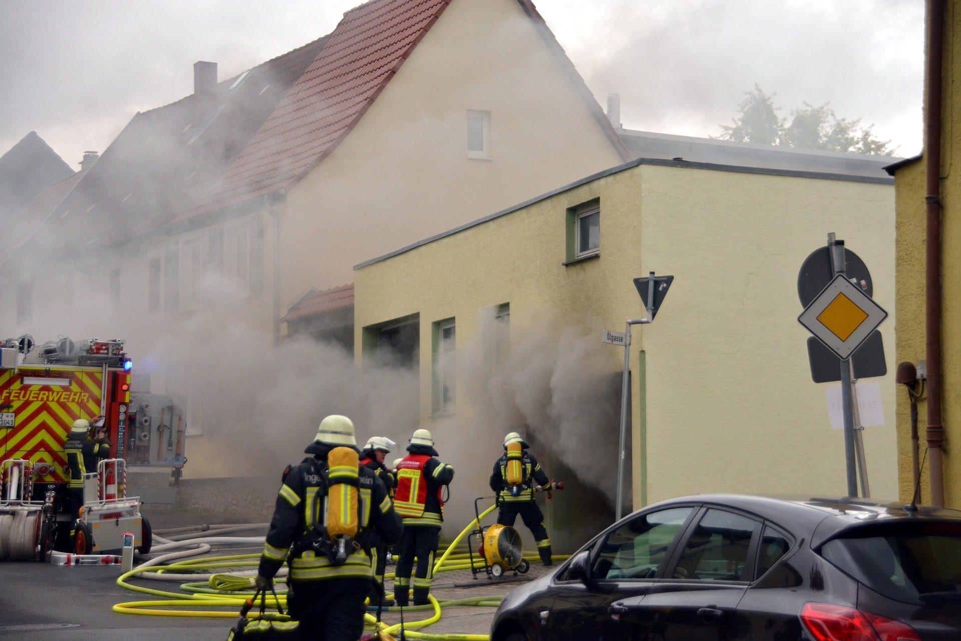 房子, incendio, 吸烟消防os, 软管 - 高清壁纸 - 教授-falken.com