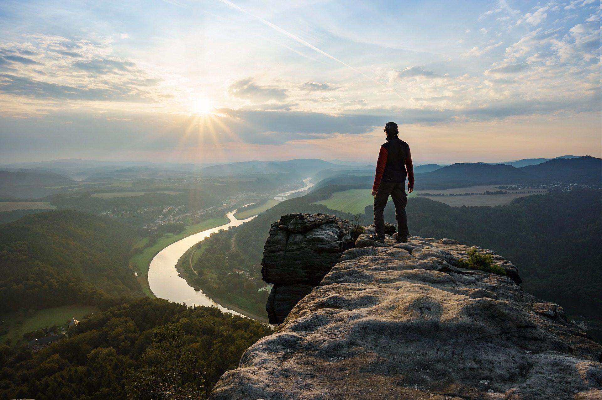 Mann, Peak, Nach oben, ausgehende, Höhe, Ansichten, Wolken, Sonne - Wallpaper HD - Prof.-falken.com
